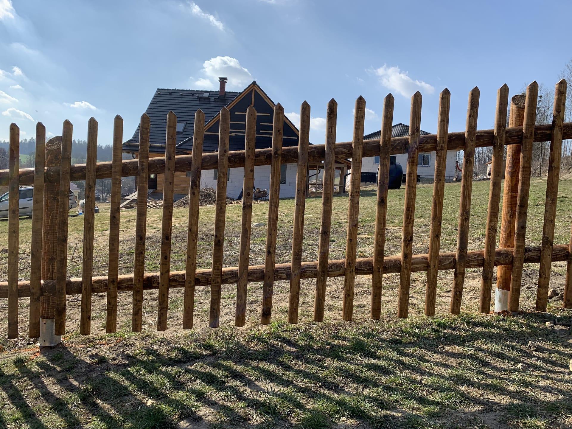 Obrázek 1 / Dřevěné ploty - strojně frézované   - realizace Vendolí 5-2019