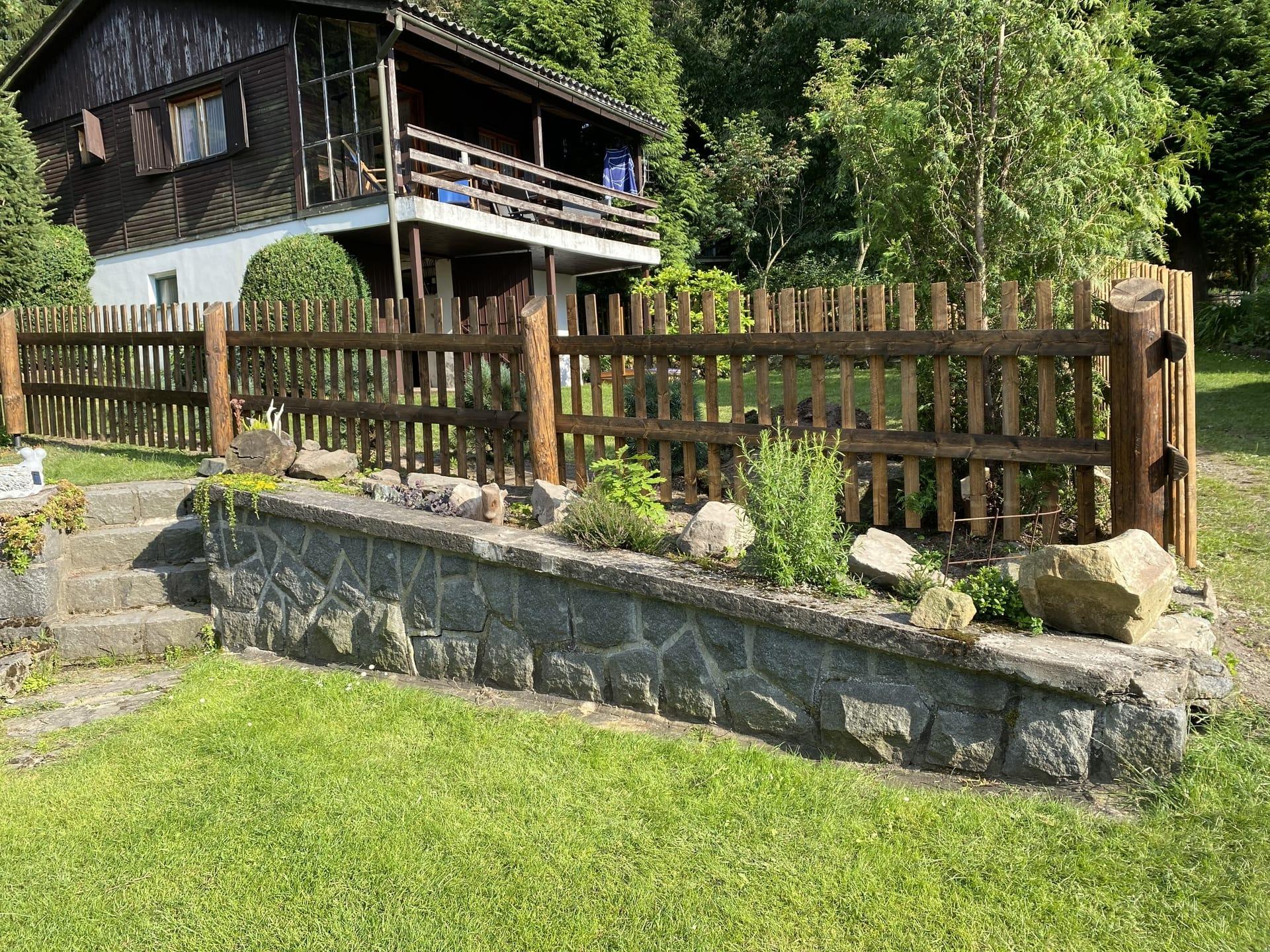 Obrázek 2 / Dřevěné ploty - strojně frézované   - realizace Modletín 7-2020