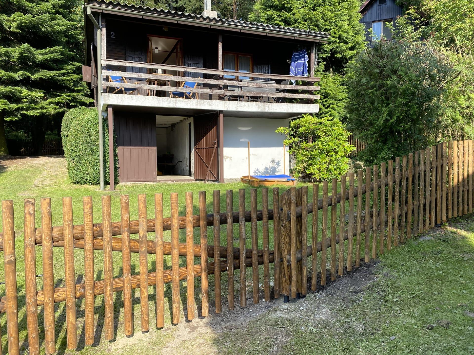 Obrázek 3 / Dřevěné ploty - strojně frézované   - realizace Modletín 7-2020