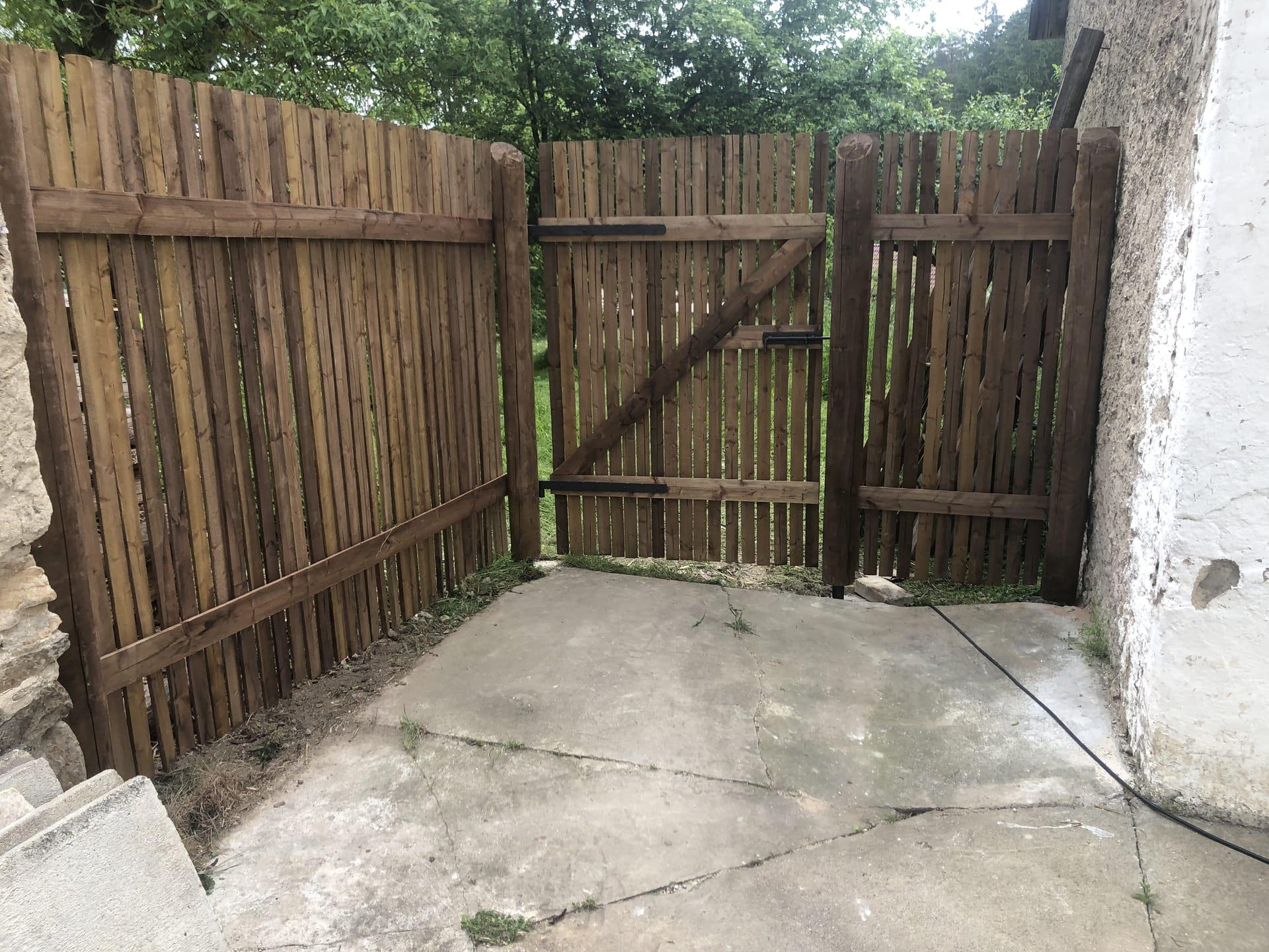 Obrázek 1 / Dřevěné ploty - strojně frézované   - realizace Pravonín 6-2021