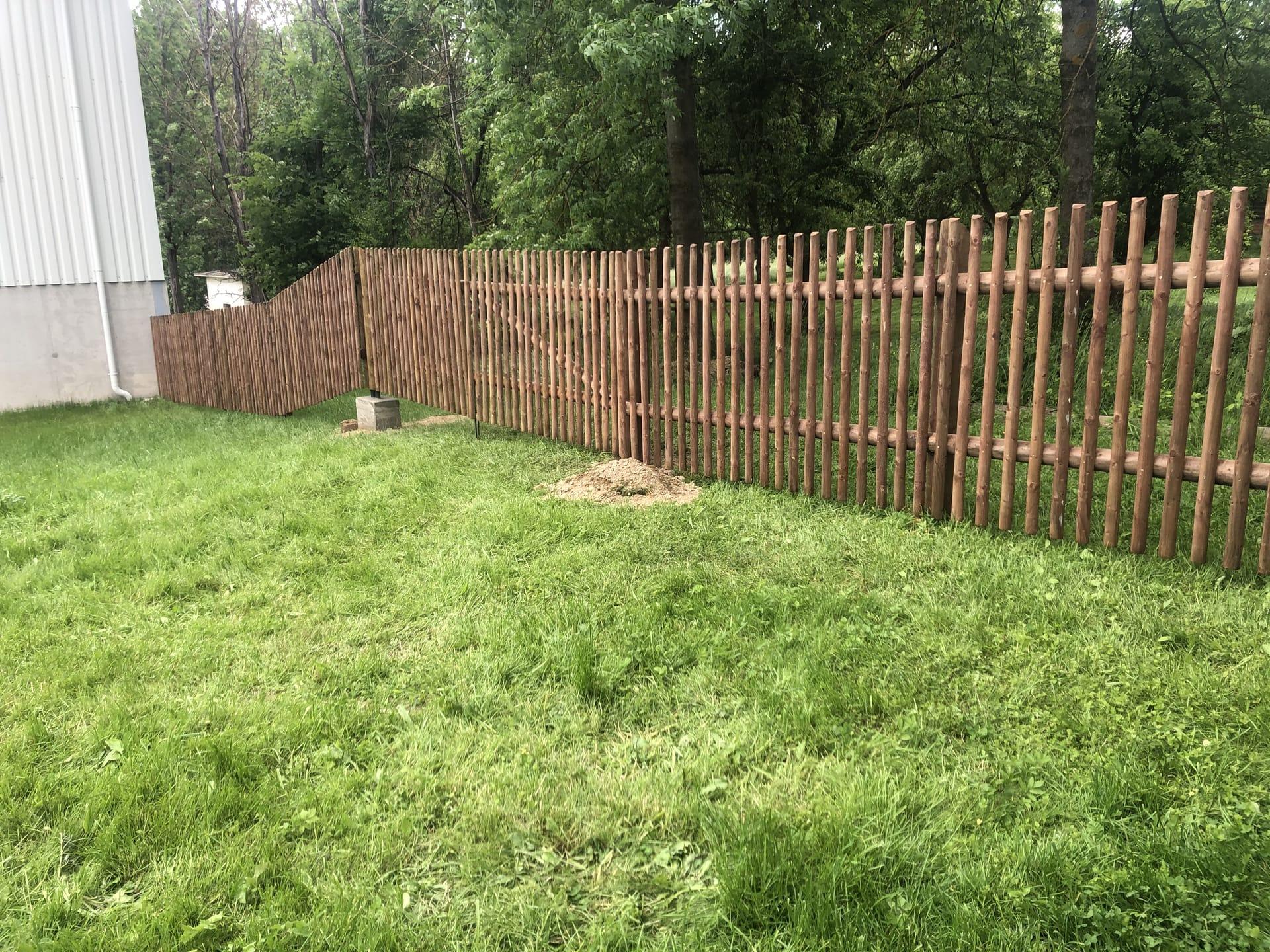 Obrázek 3 / Dřevěné ploty - strojně frézované   - realizace Pravonín 6-2021