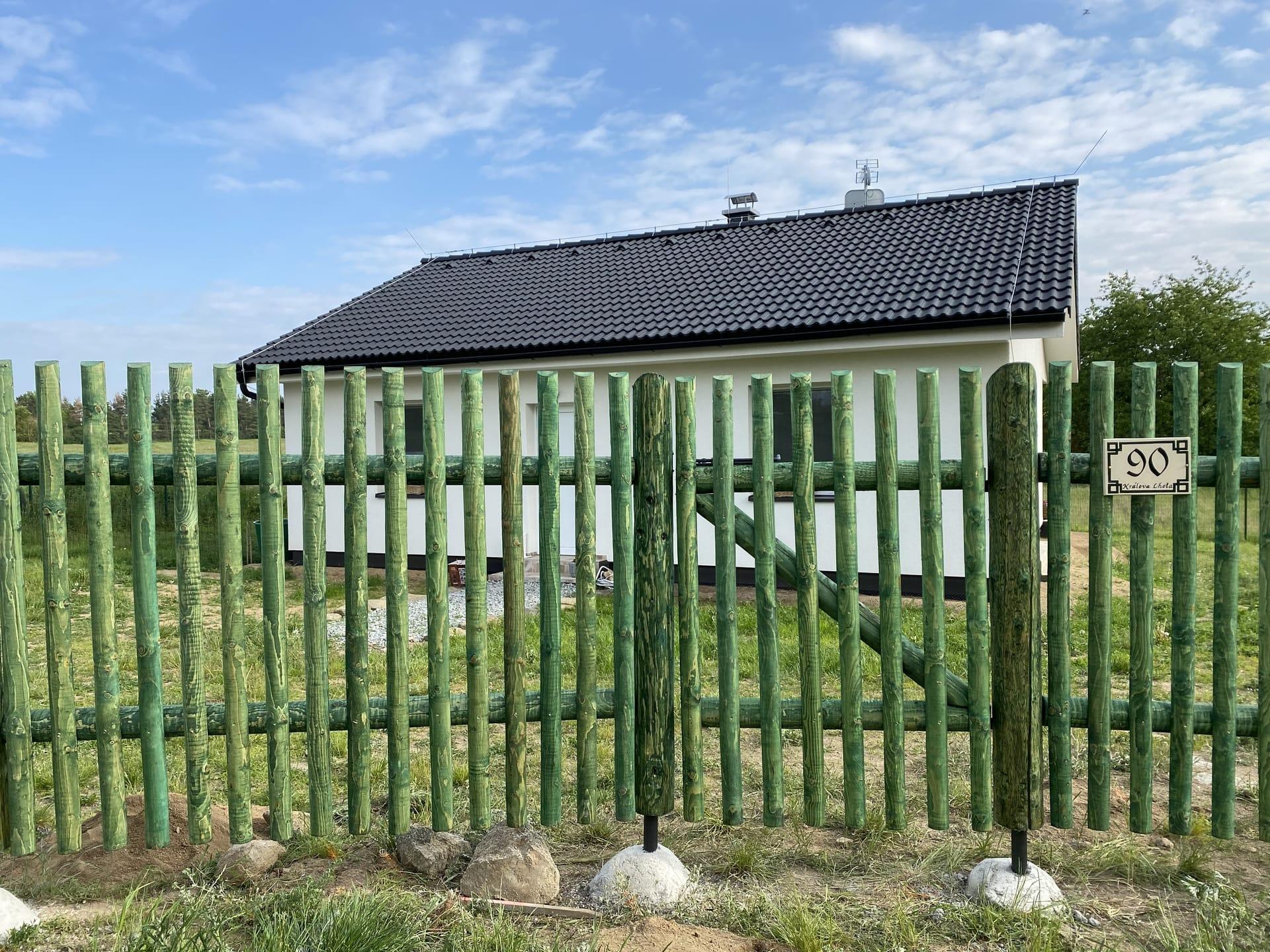 Obrázek 3 / Dřevěné ploty - strojně frézované   - realizace Králova Lhota 05-2020