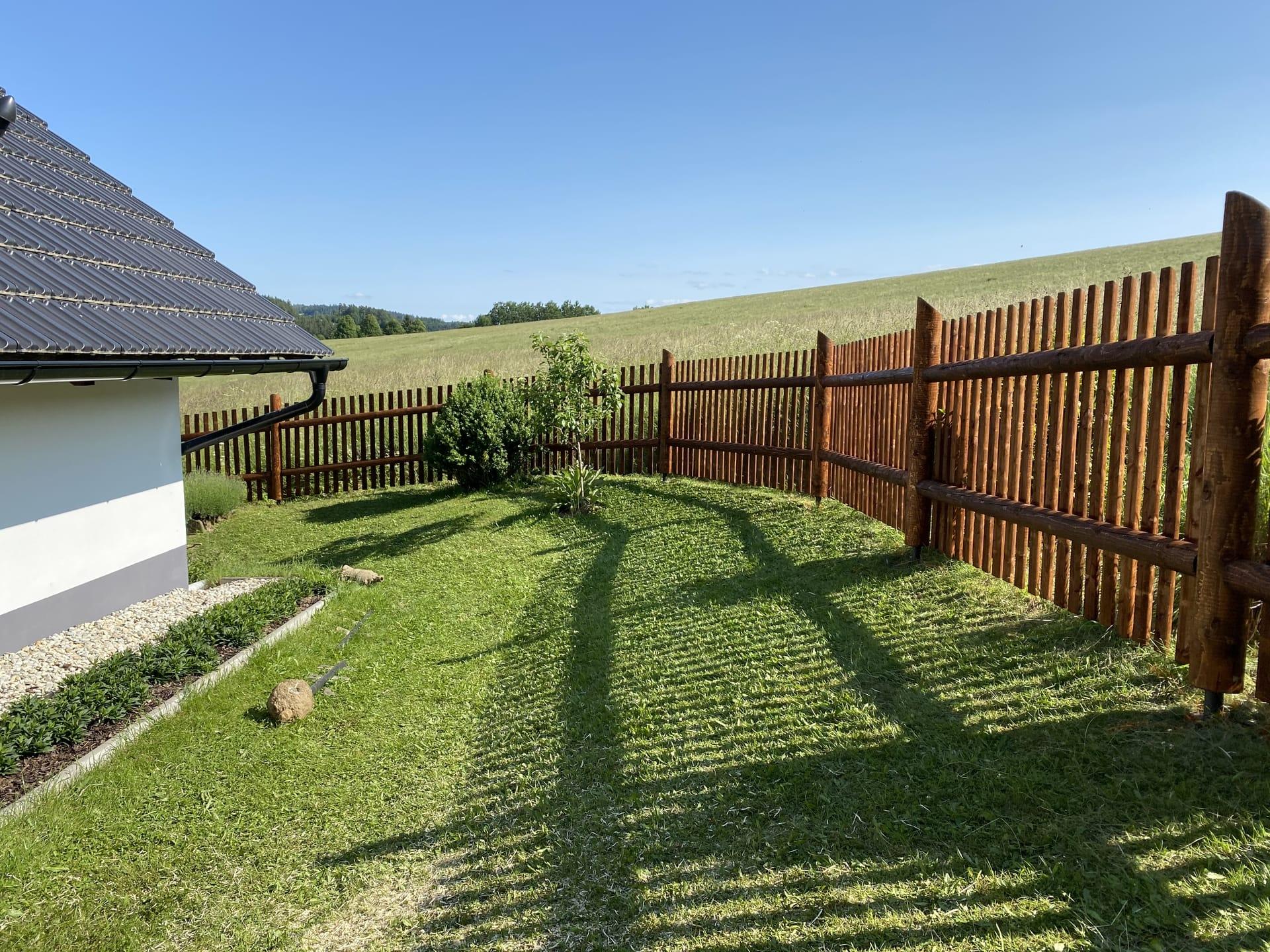 Obrázek 1 / Dřevěné ploty - strojně frézované   - realizace Skláře 7-2020