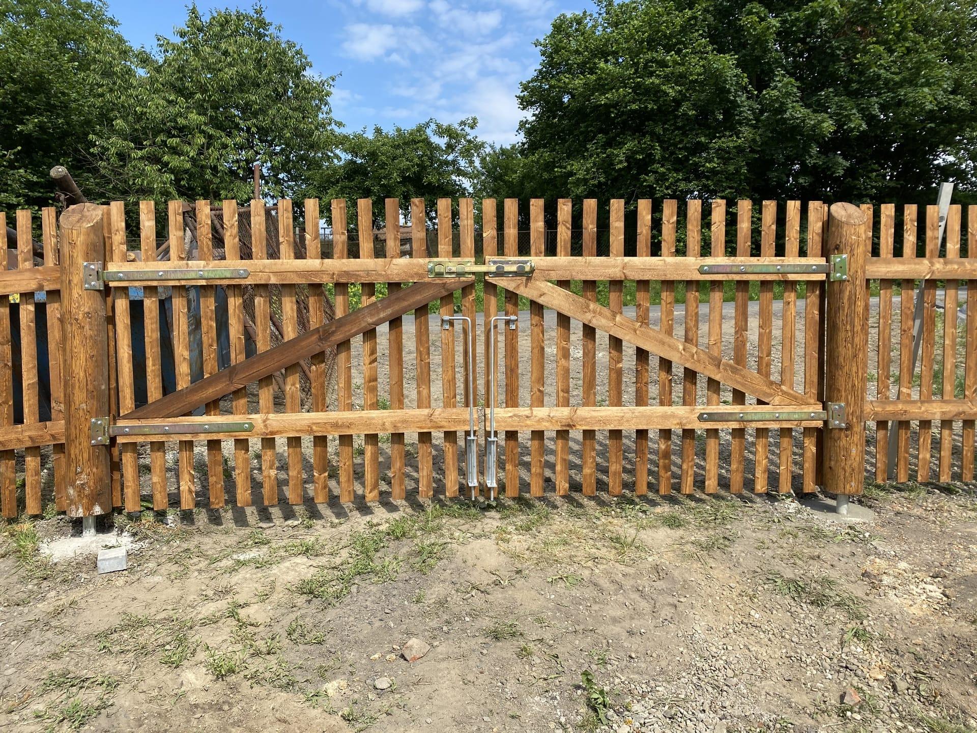 Obrázek 1 / Dřevěné ploty - strojně frézované   - realizace Stonava 6-2020