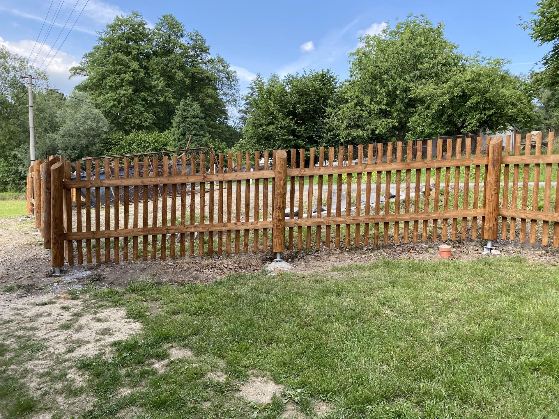 Obrázek 3 / Dřevěné ploty - strojně frézované   - realizace Stonava 6-2020