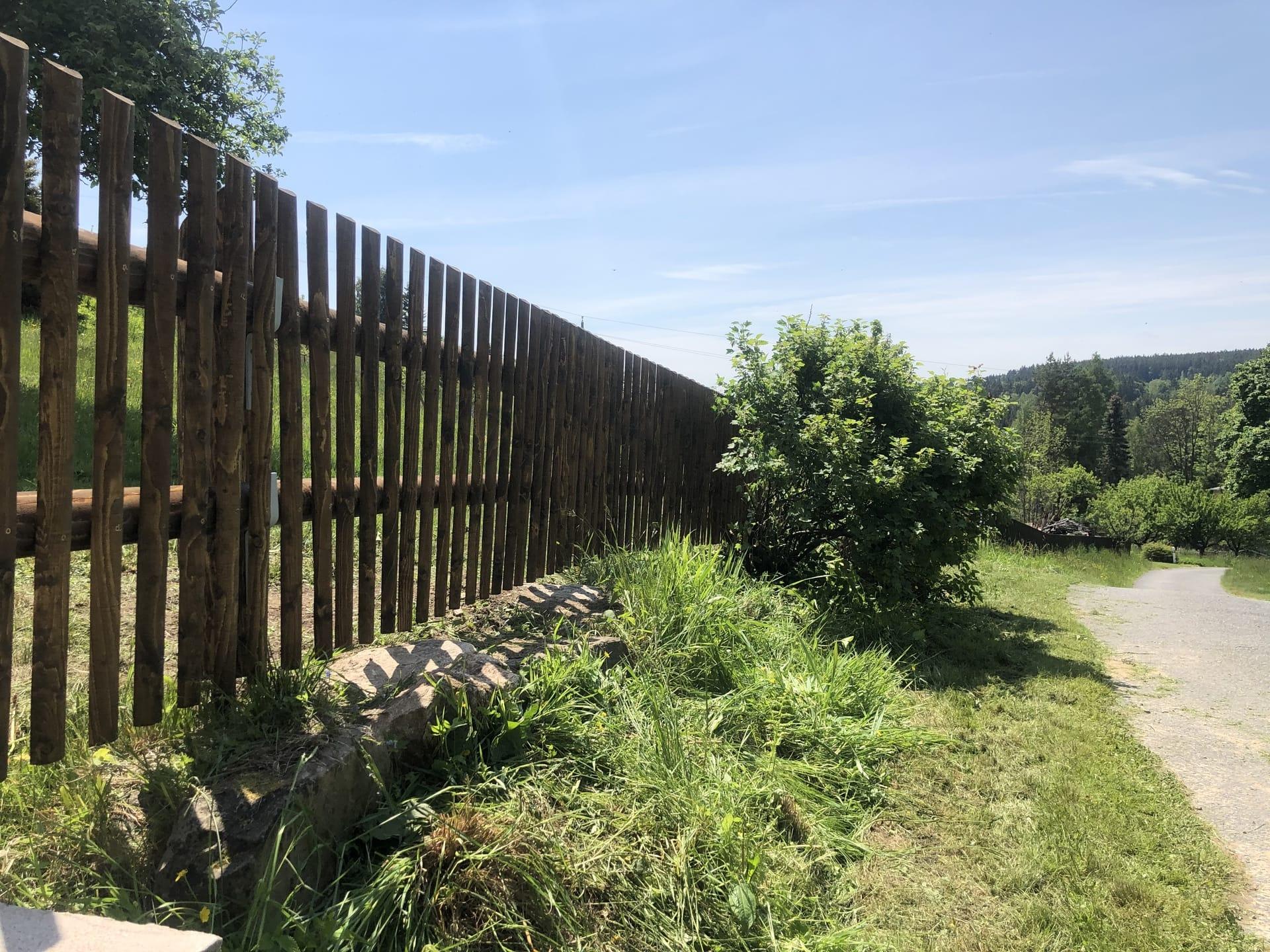 Obrázek 1 / Dřevěné ploty - strojně frézované   - realizace Pustá Rybná 6-2020