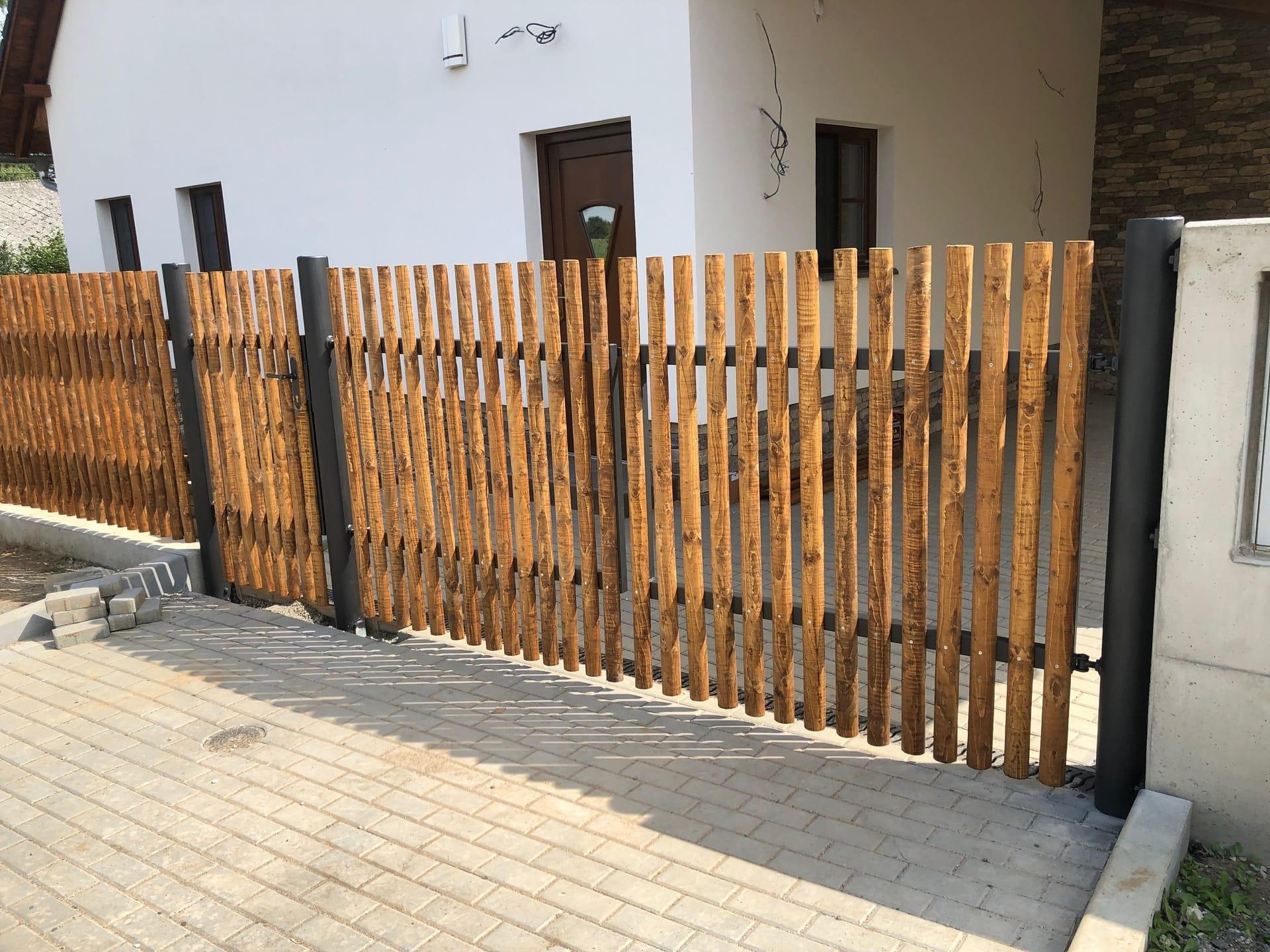 Obrázek 1 / Dřevěné ploty - strojně frézované   - realizace Herálec 9-2019