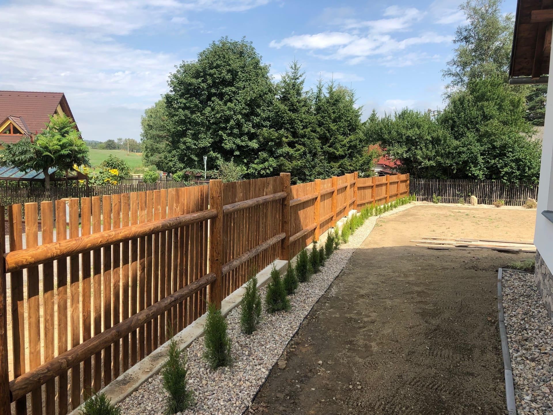 Obrázek 2 / Dřevěné ploty - strojně frézované   - realizace Herálec 9-2019