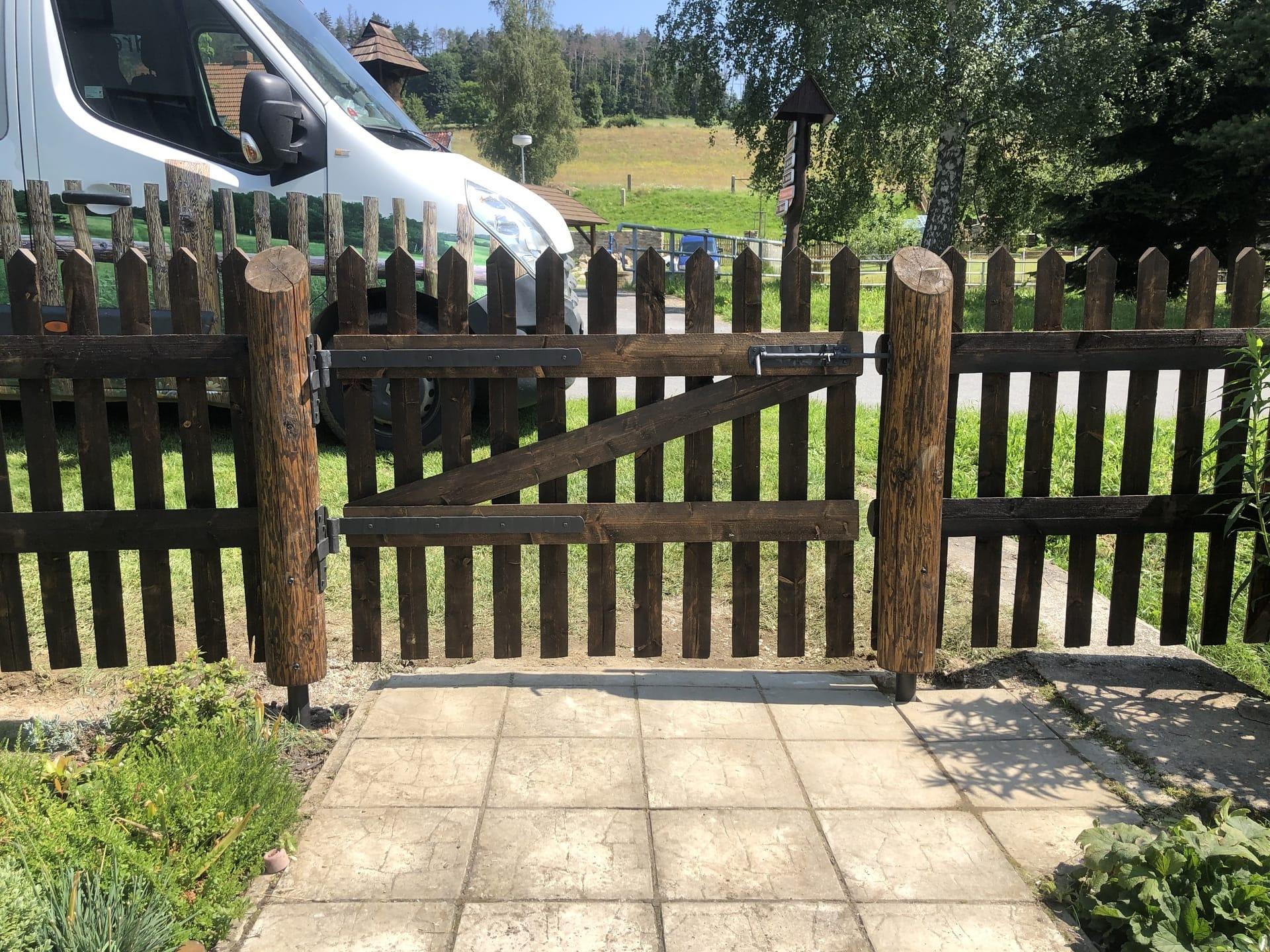 Obrázek 2 / Dřevěné ploty - strojně frézované   - realizace Telecí 7-2020