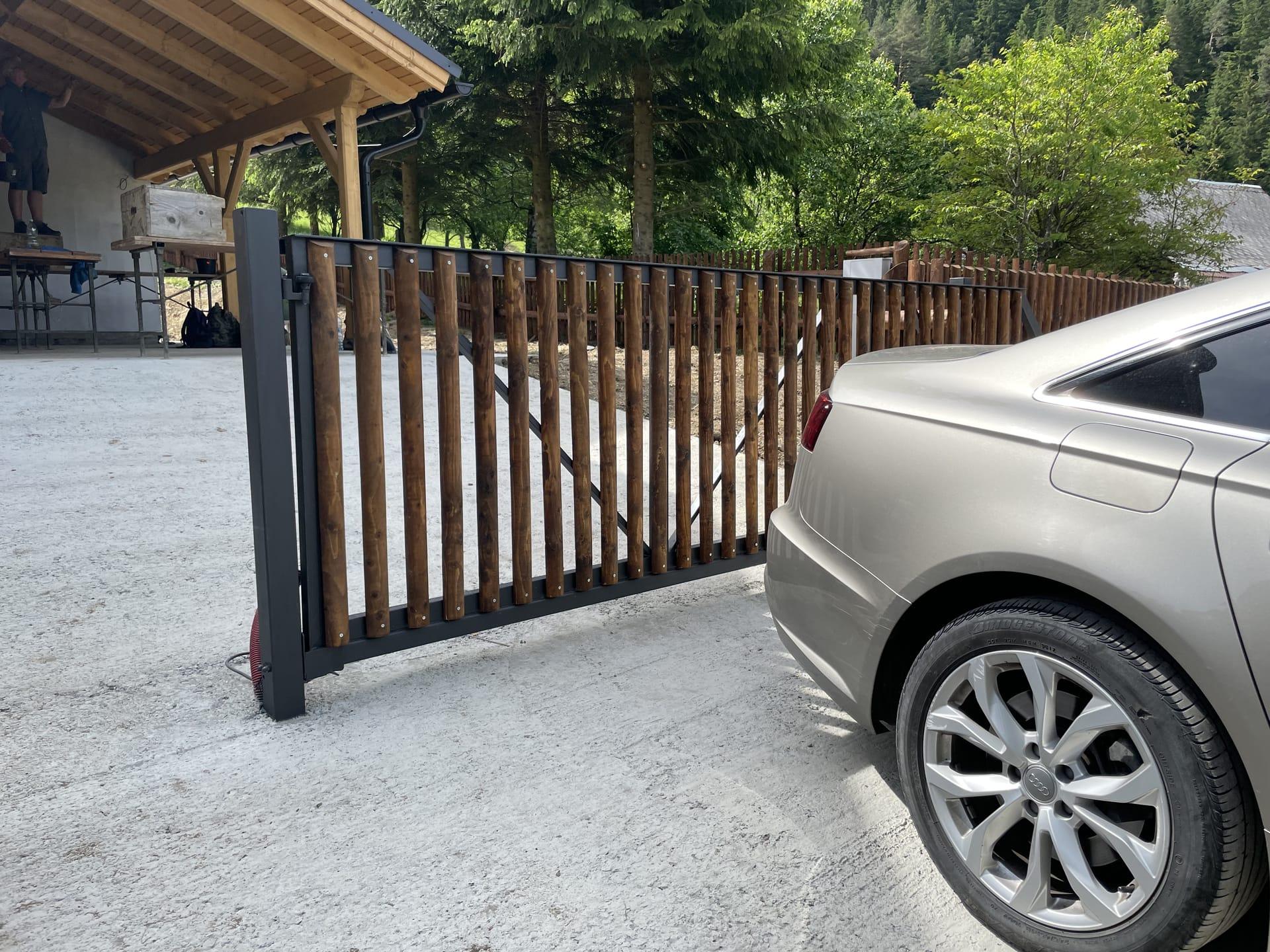 Obrázek 4 / Dřevěné ploty - strojně frézované   - realizace Velké Karlovice