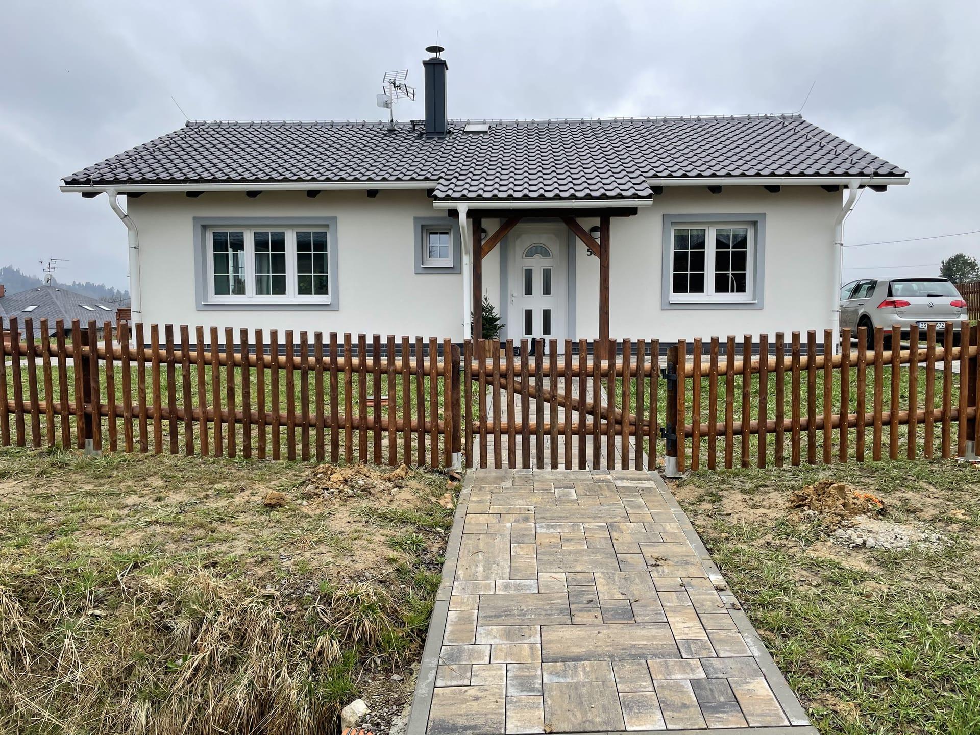 Obrázek 2 / Dřevěné ploty - strojně frézované   - realizace Písek uJablůnkova 4-2021