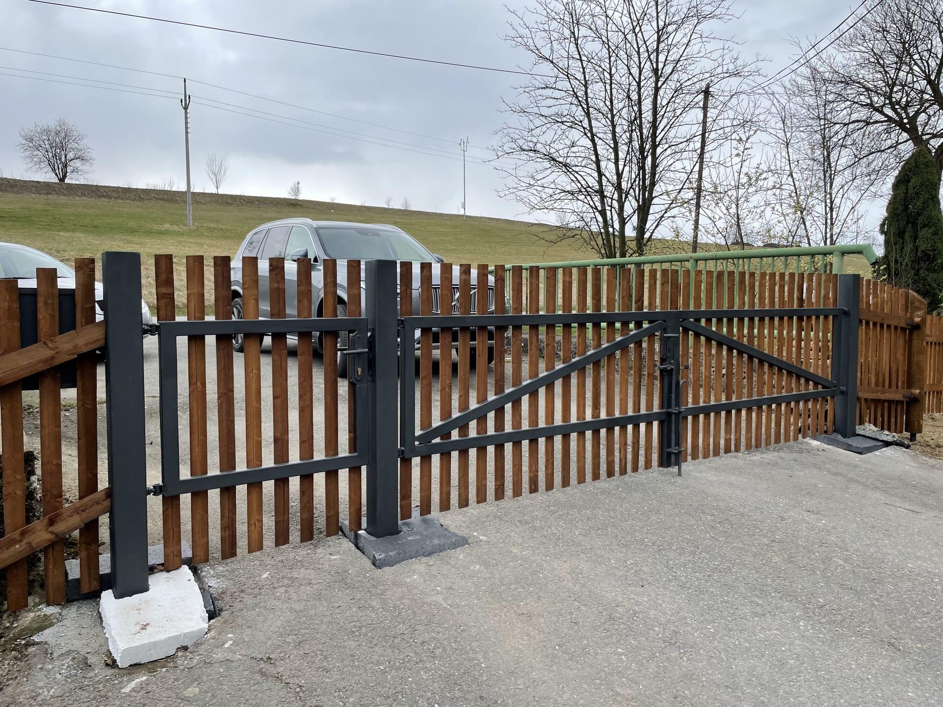 Obrázek 1 / Dřevěné ploty - strojně frézované   - realizace Koclířov 3-2021