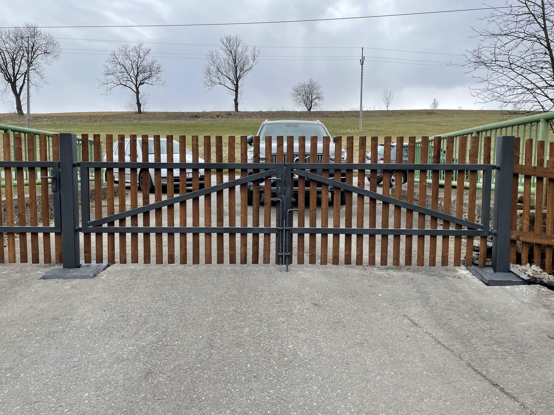 Obrázek 2 / Dřevěné ploty - strojně frézované   - realizace Koclířov 3-2021