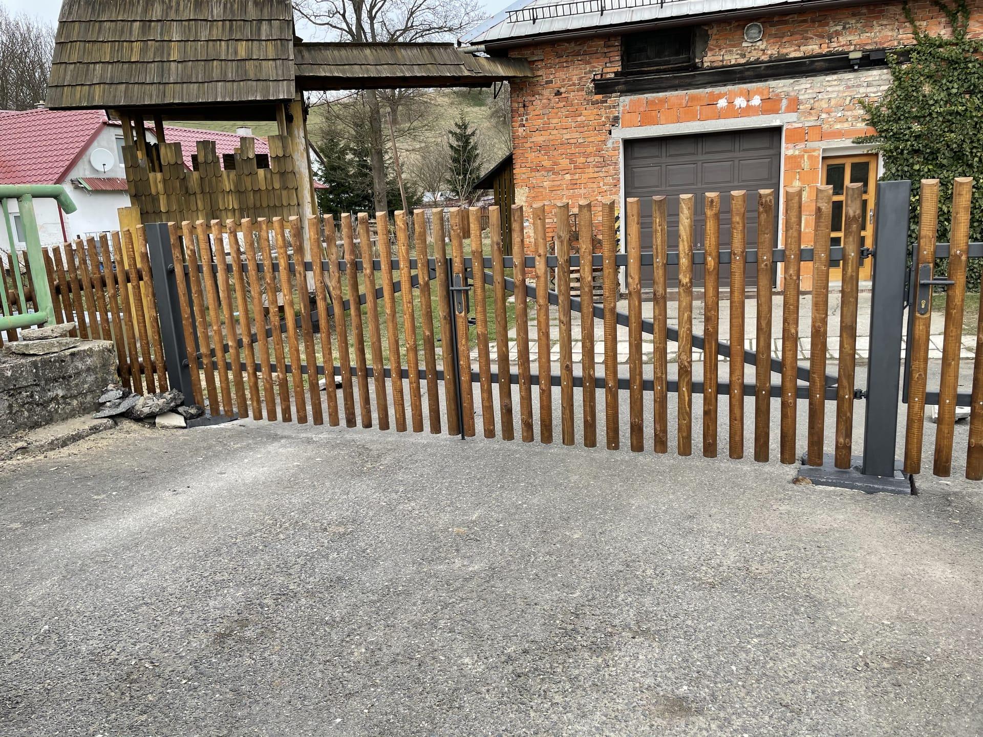 Obrázek 3 / Dřevěné ploty - strojně frézované   - realizace Koclířov 3-2021