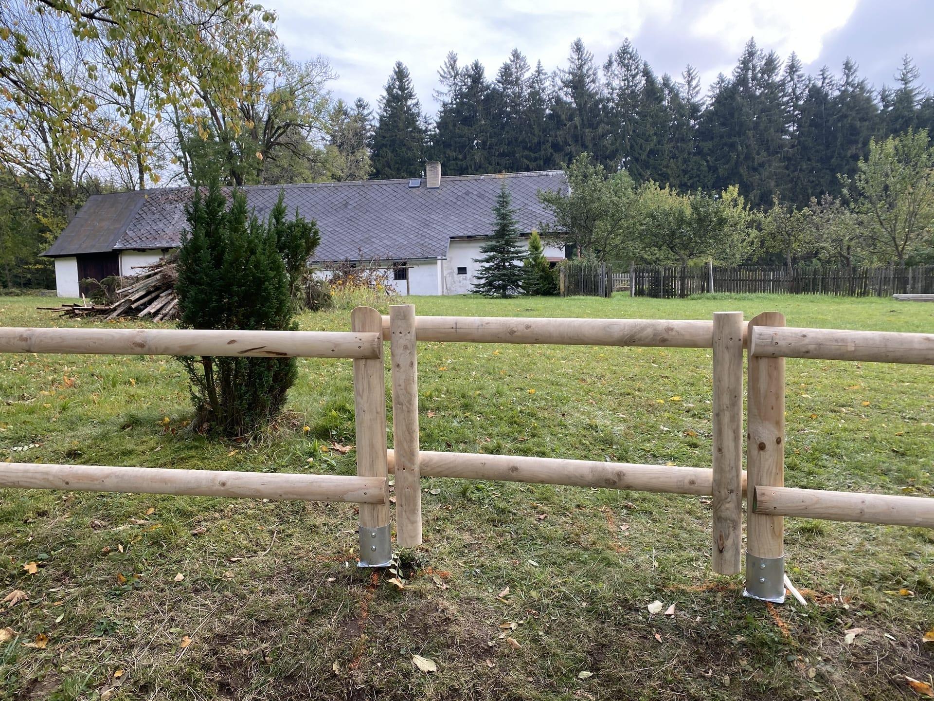 Obrázek 2 / Dřevěné ploty - strojně frézované   - realizace Nová Huť 10