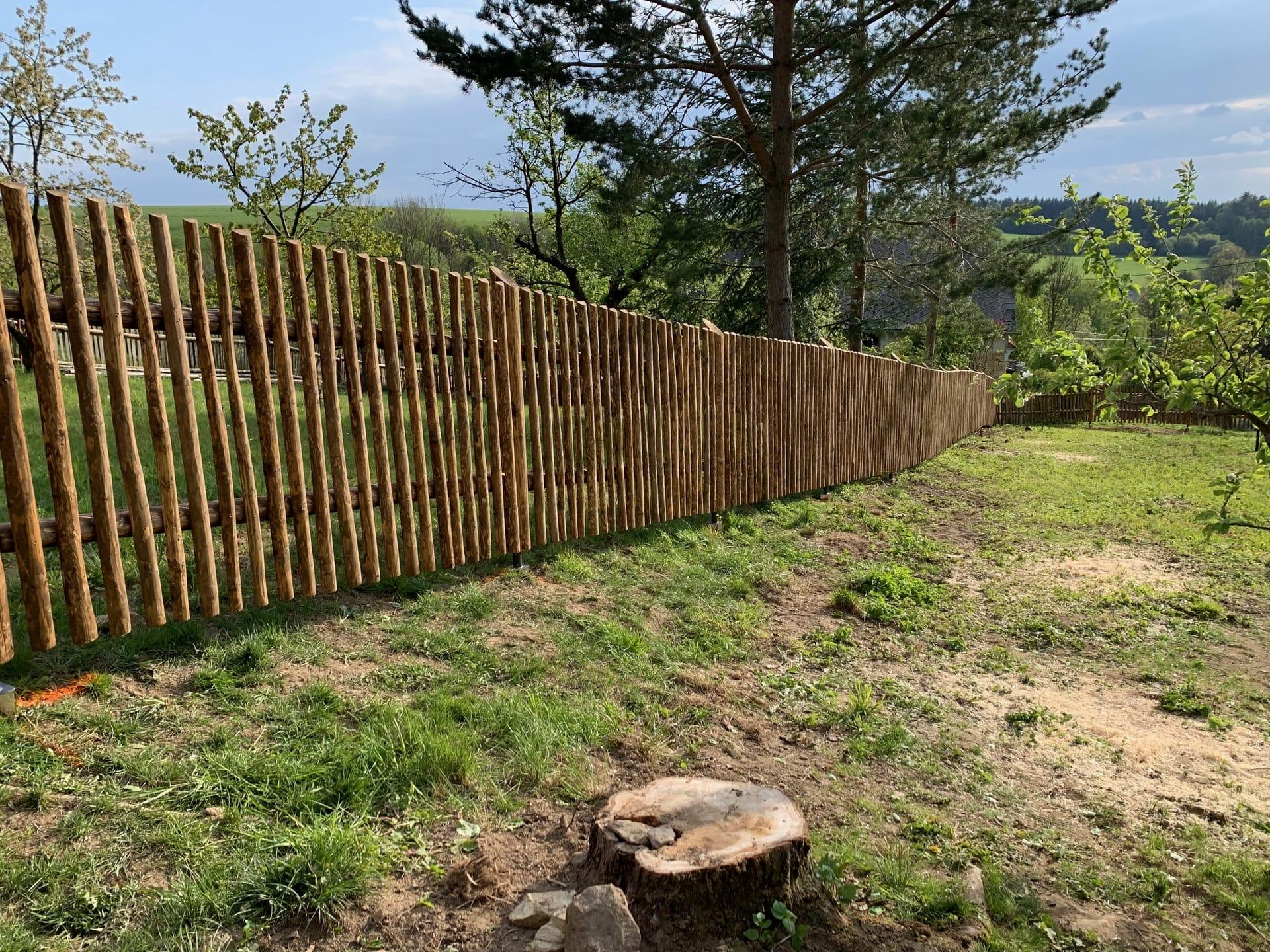 Obrázek 1 / Dřevěné ploty - strojně loupané   - realizace Želivsko 5-2019