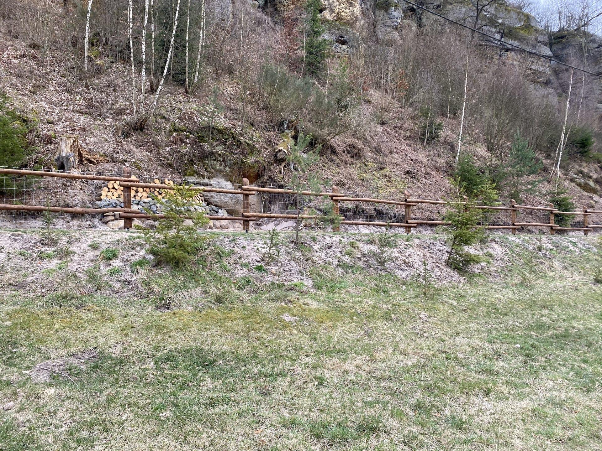Obrázek 3 / Dřevěné ploty - strojně loupané   - realizace Kokořínský důl 3-2020