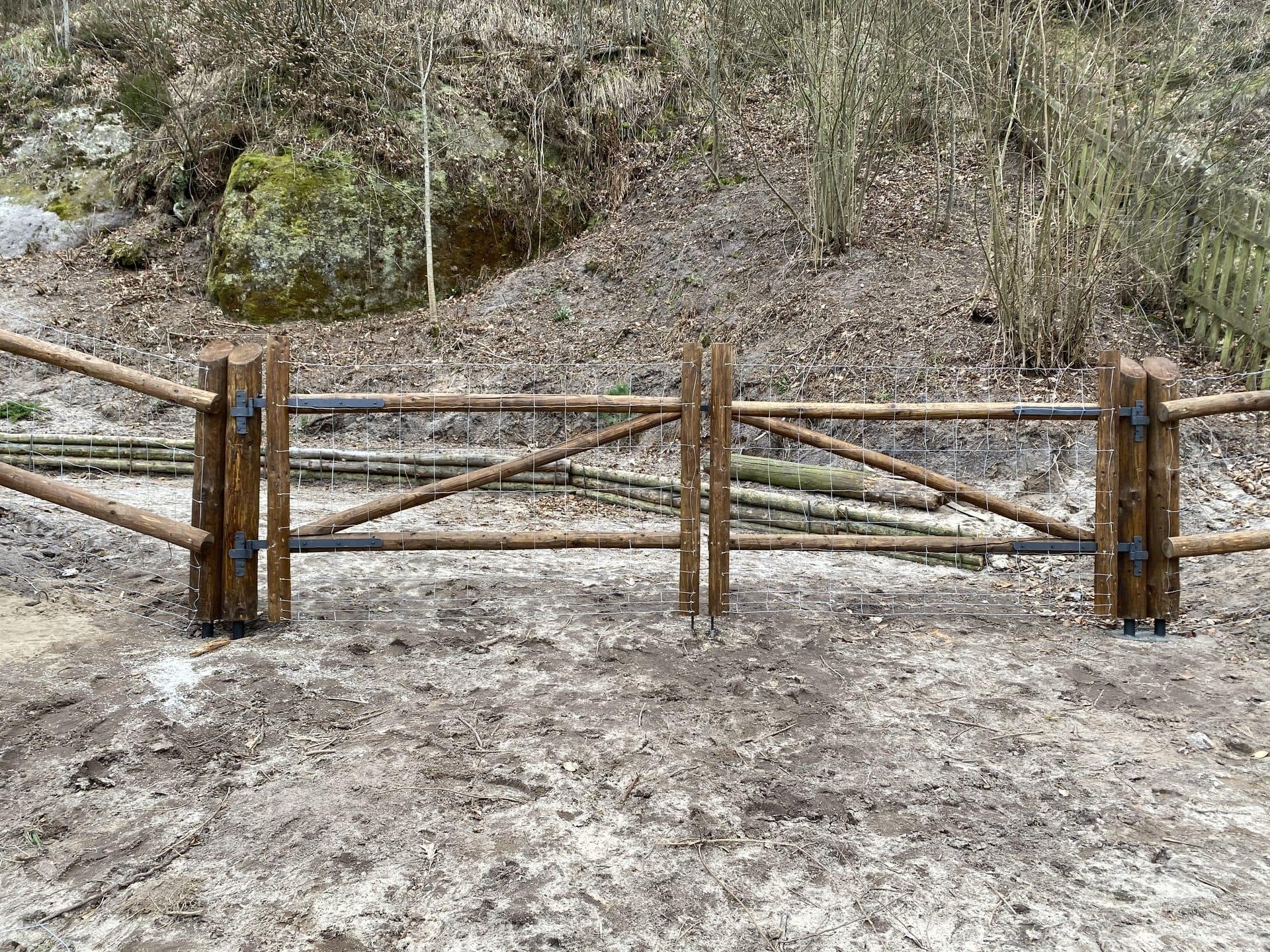 Obrázek 4 / Dřevěné ploty - strojně loupané   - realizace Kokořínský důl 3-2020