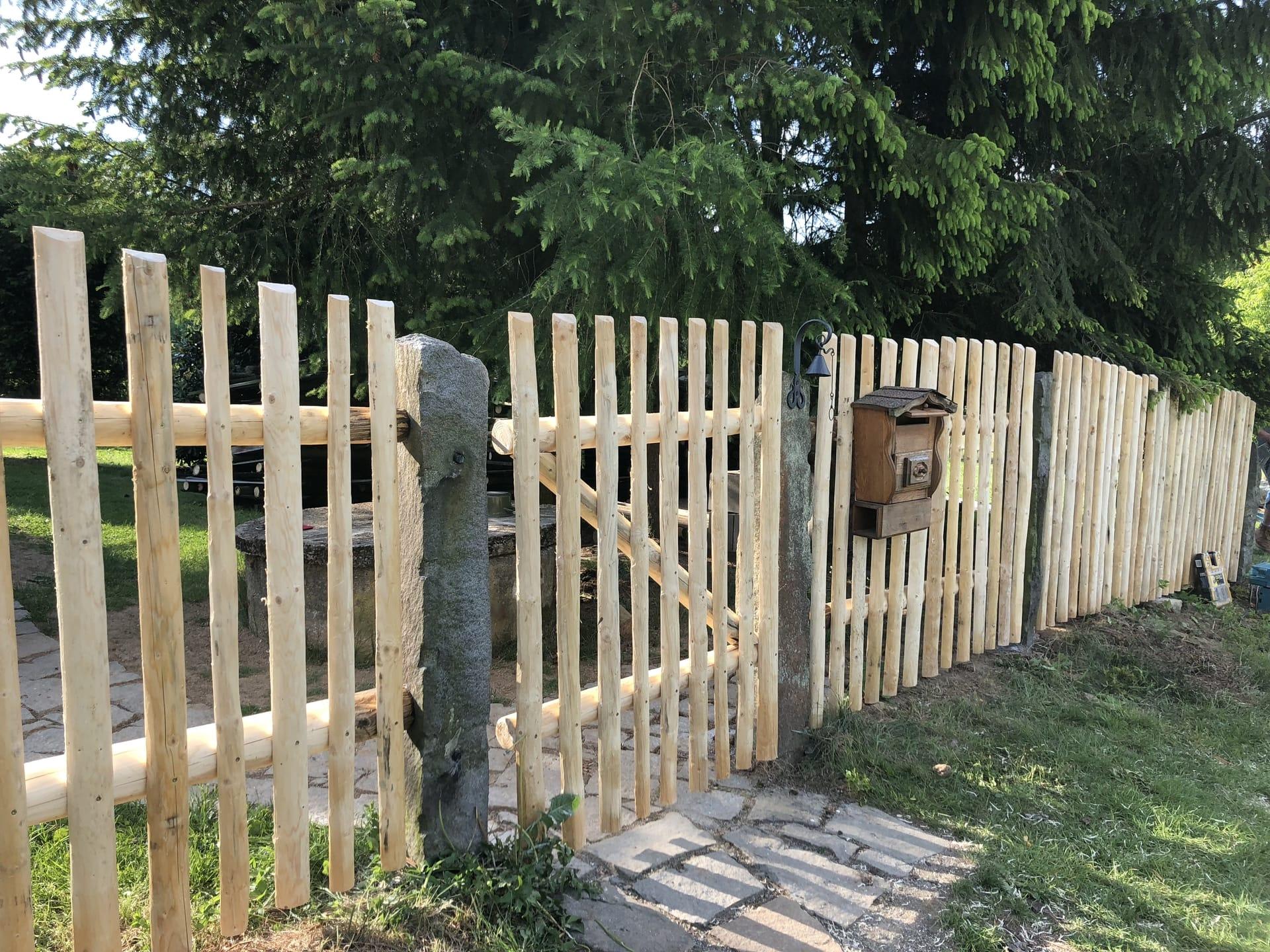 Obrázek 1 / Dřevěné ploty - strojně loupané   - realizace Horní Babákov 5-2018