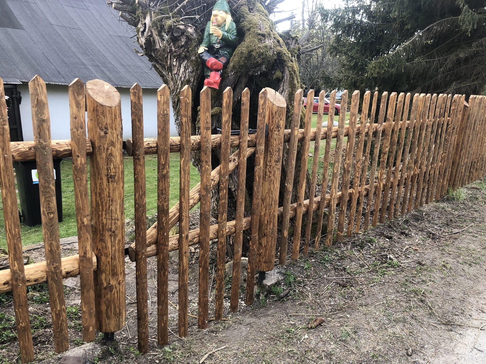 Obrázek 1 / Dřevěné ploty - strojně loupané   - realizace Svratka 4-2020