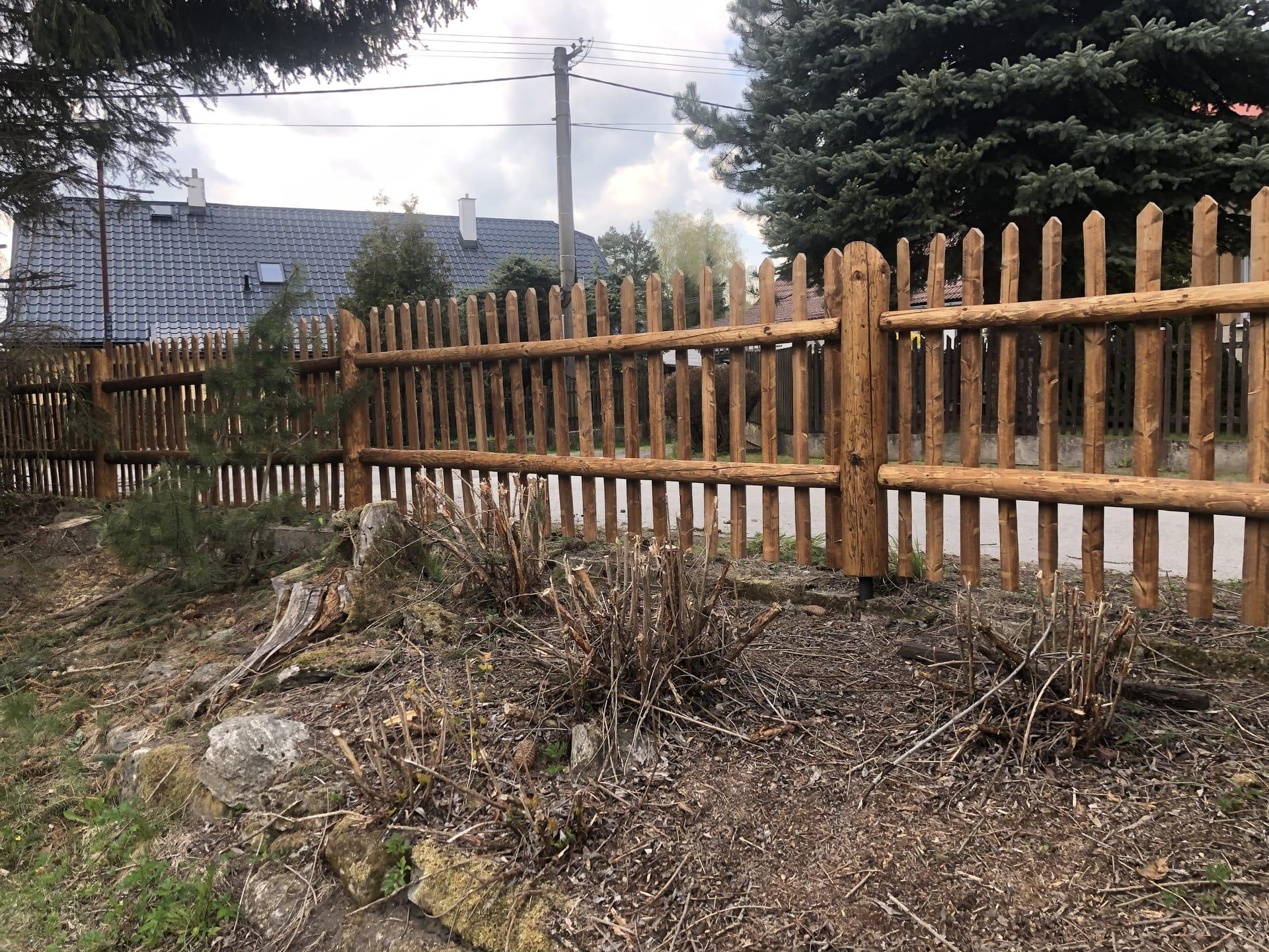 Obrázek 2 / Dřevěné ploty - strojně loupané   - realizace Svratka 4-2020