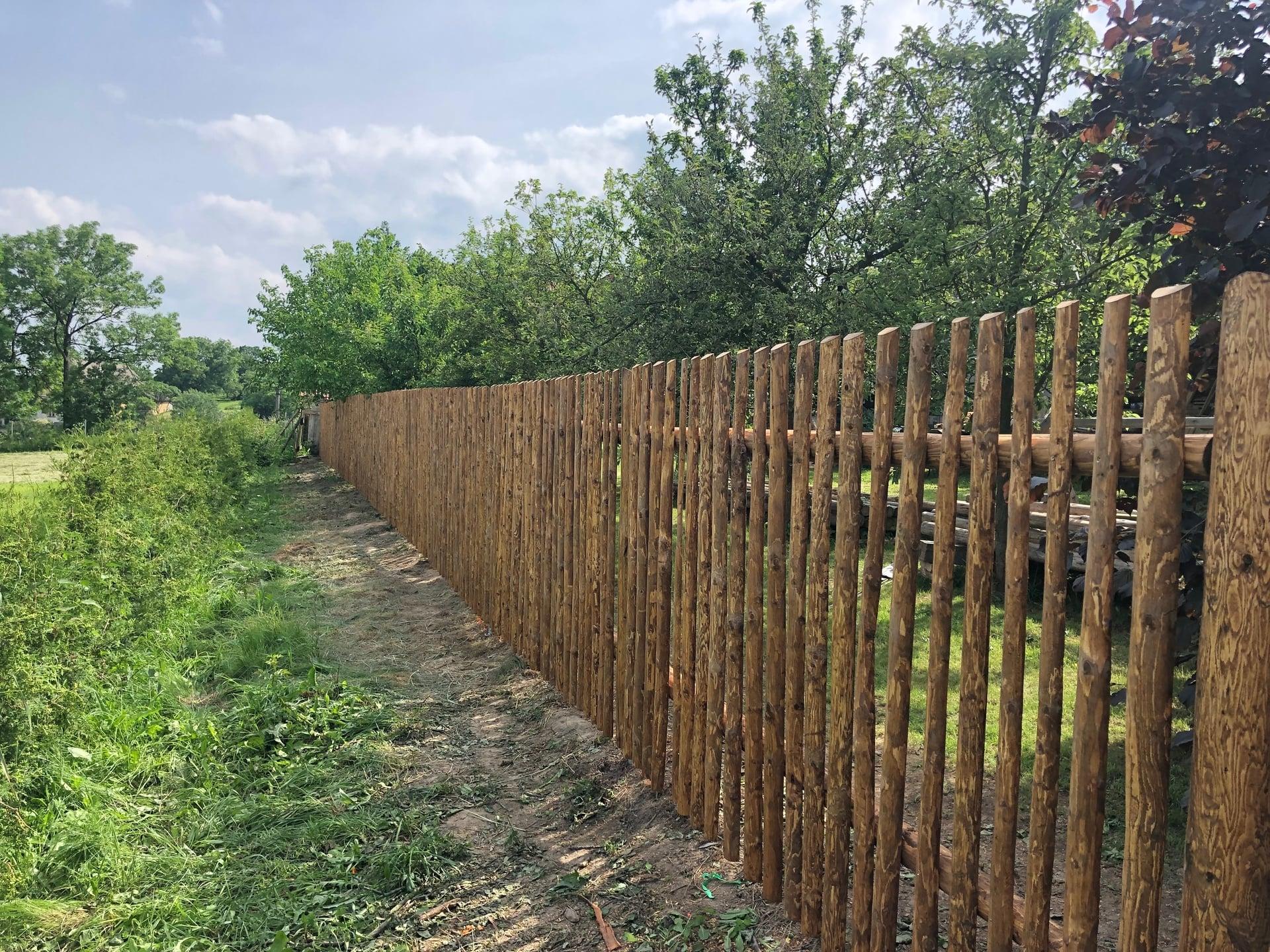 Obrázek 2 / Dřevěné ploty - strojně loupané   - realizace Radiměř 6-2019
