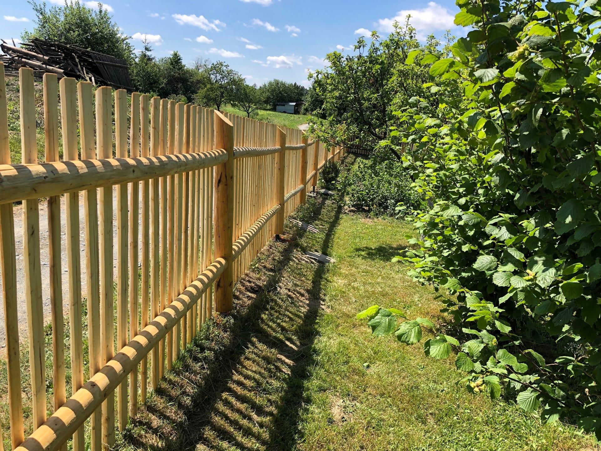 Obrázek 2 / Dřevěné ploty - strojně loupané   - realizace Jívová 7-2019