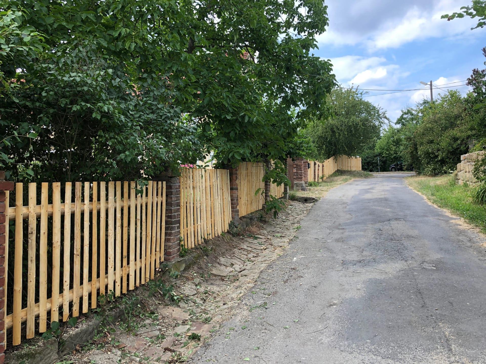 Obrázek 2 / Dřevěné ploty - strojně loupané   - realizace Nové Osinalice 7-2019