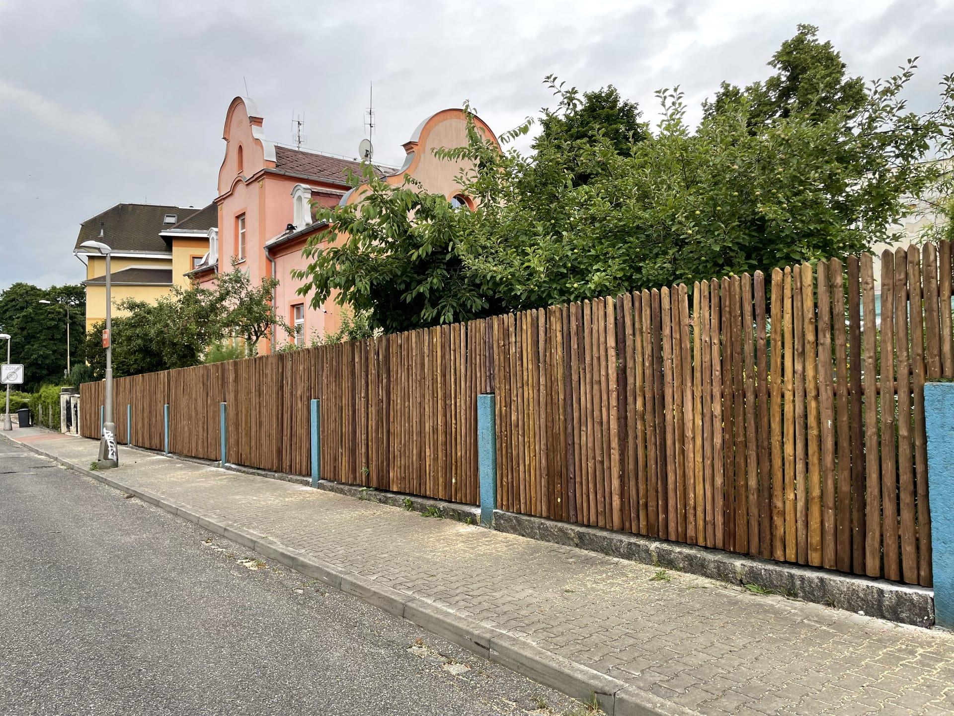 Obrázek 1 / Dřevěné ploty - strojně loupané   - realizace Liberec 7-2021