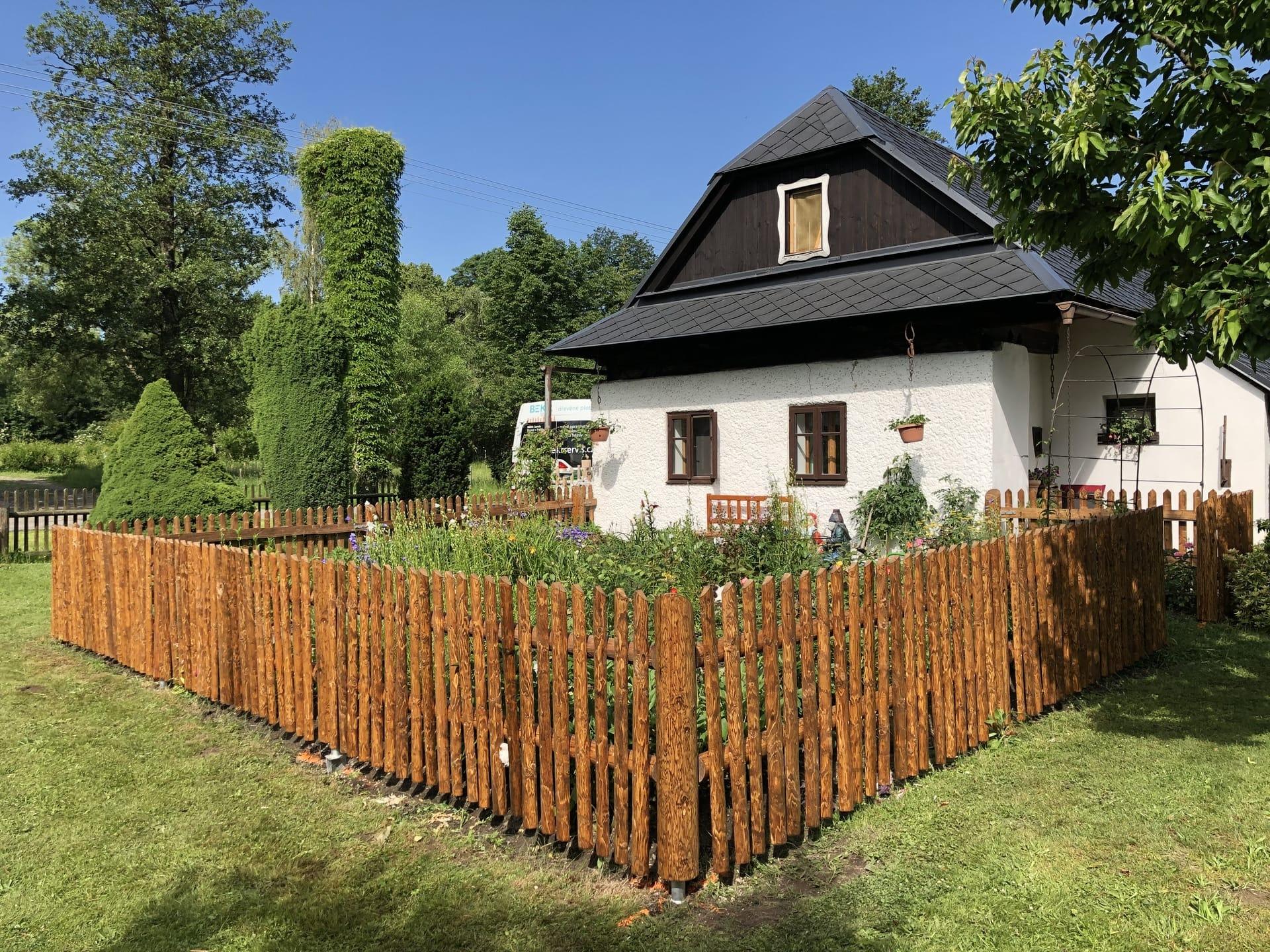 Obrázek 1 / Dřevěné ploty - strojně loupané   - realizace Borová uPoličky 6-2019