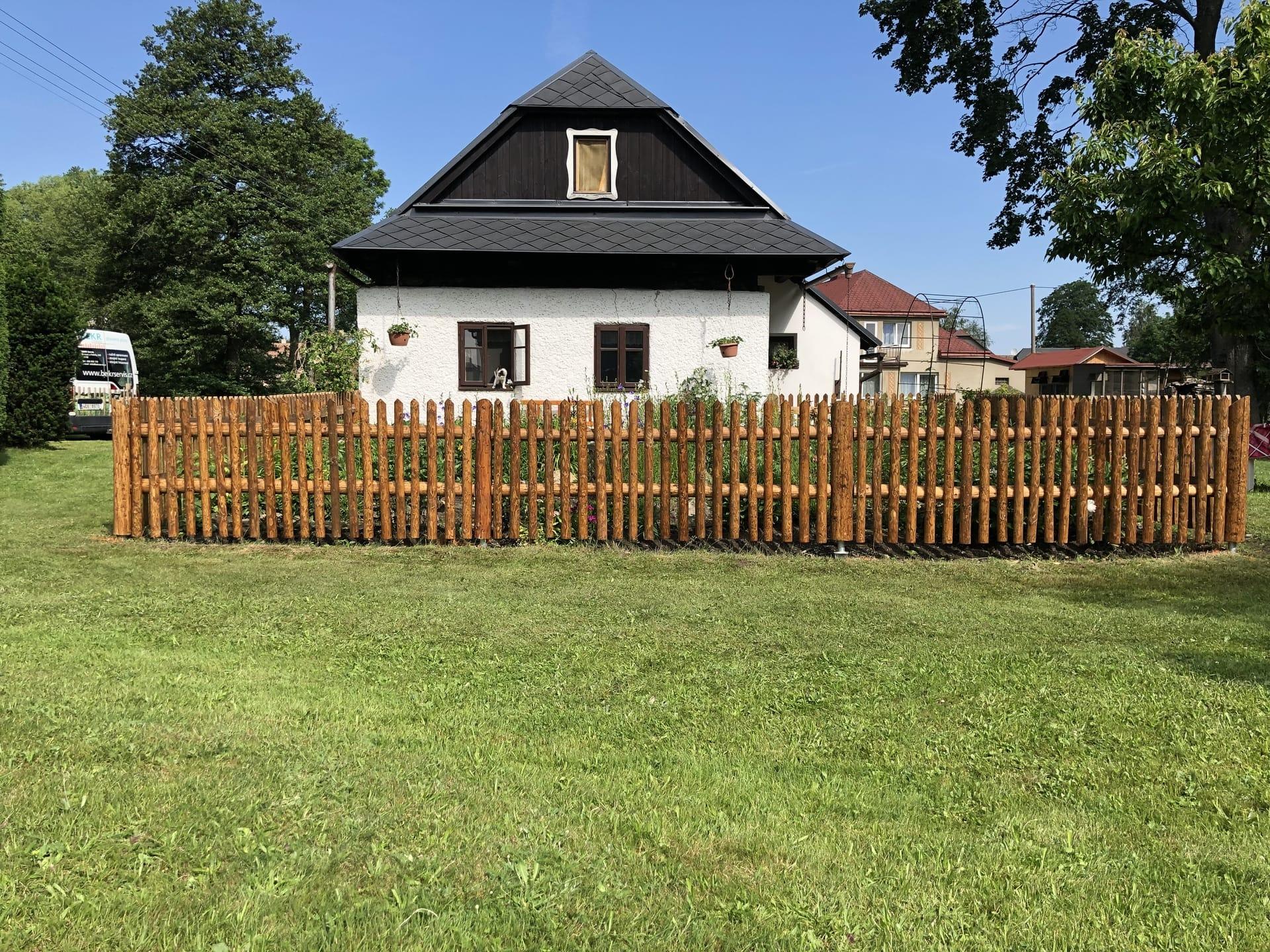 Obrázek 2 / Dřevěné ploty - strojně loupané   - realizace Borová uPoličky 6-2019