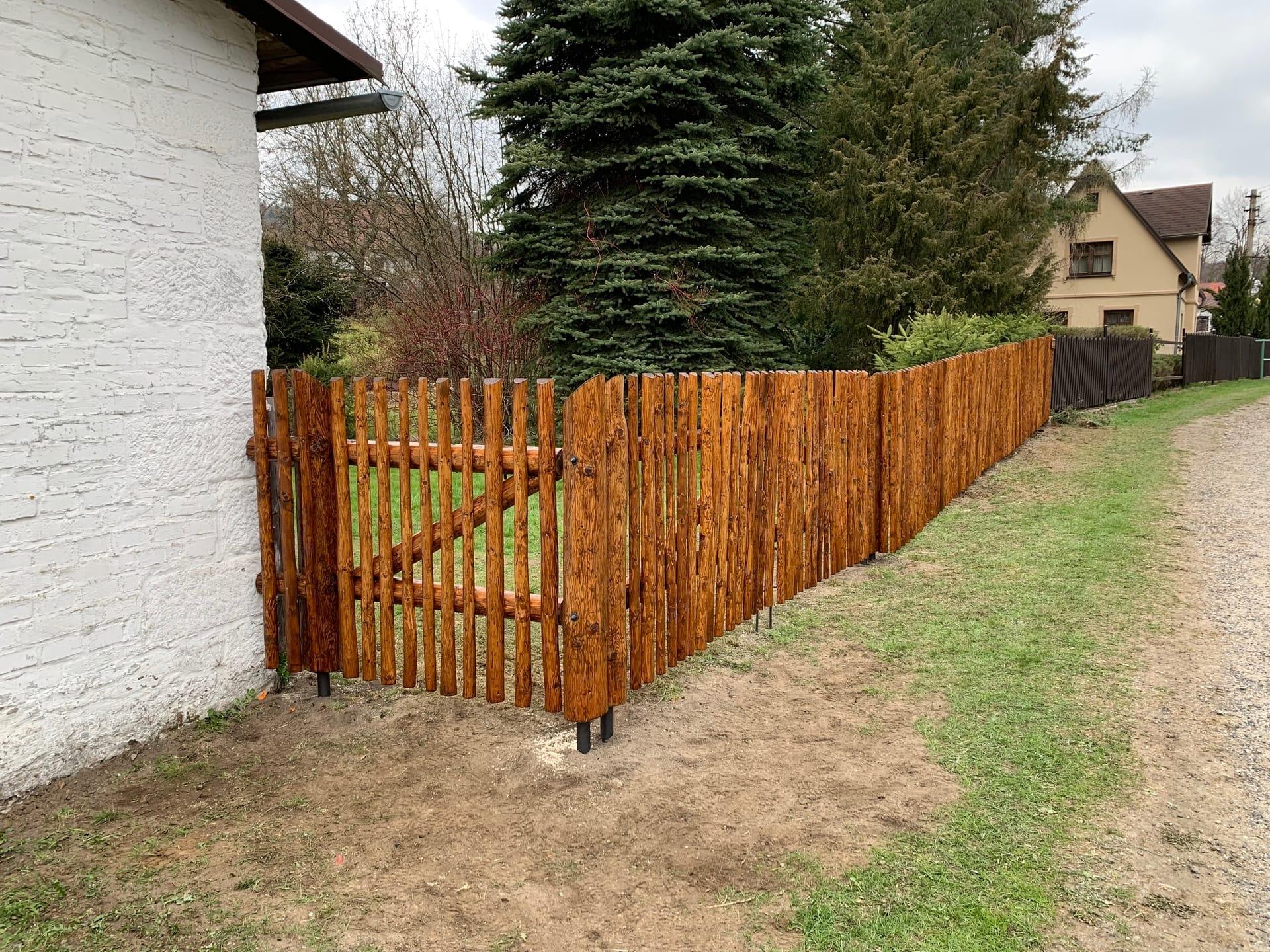 Obrázek 2 / Dřevěné ploty - strojně loupané   - realizace Dolní světlá 4-2019