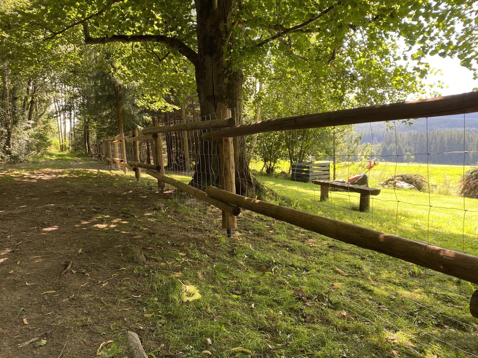 Obrázek 1 / Dřevěné ploty - strojně loupané   - realizace Kuklík 8-2020