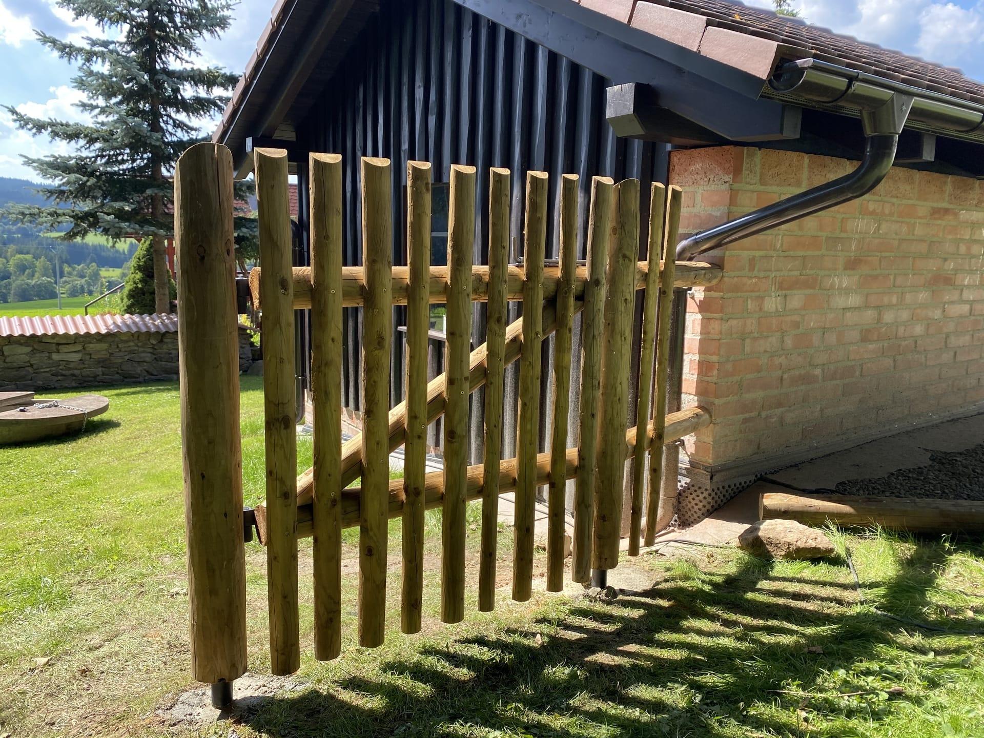 Obrázek 3 / Dřevěné ploty - strojně loupané   - realizace Kuklík 8-2020