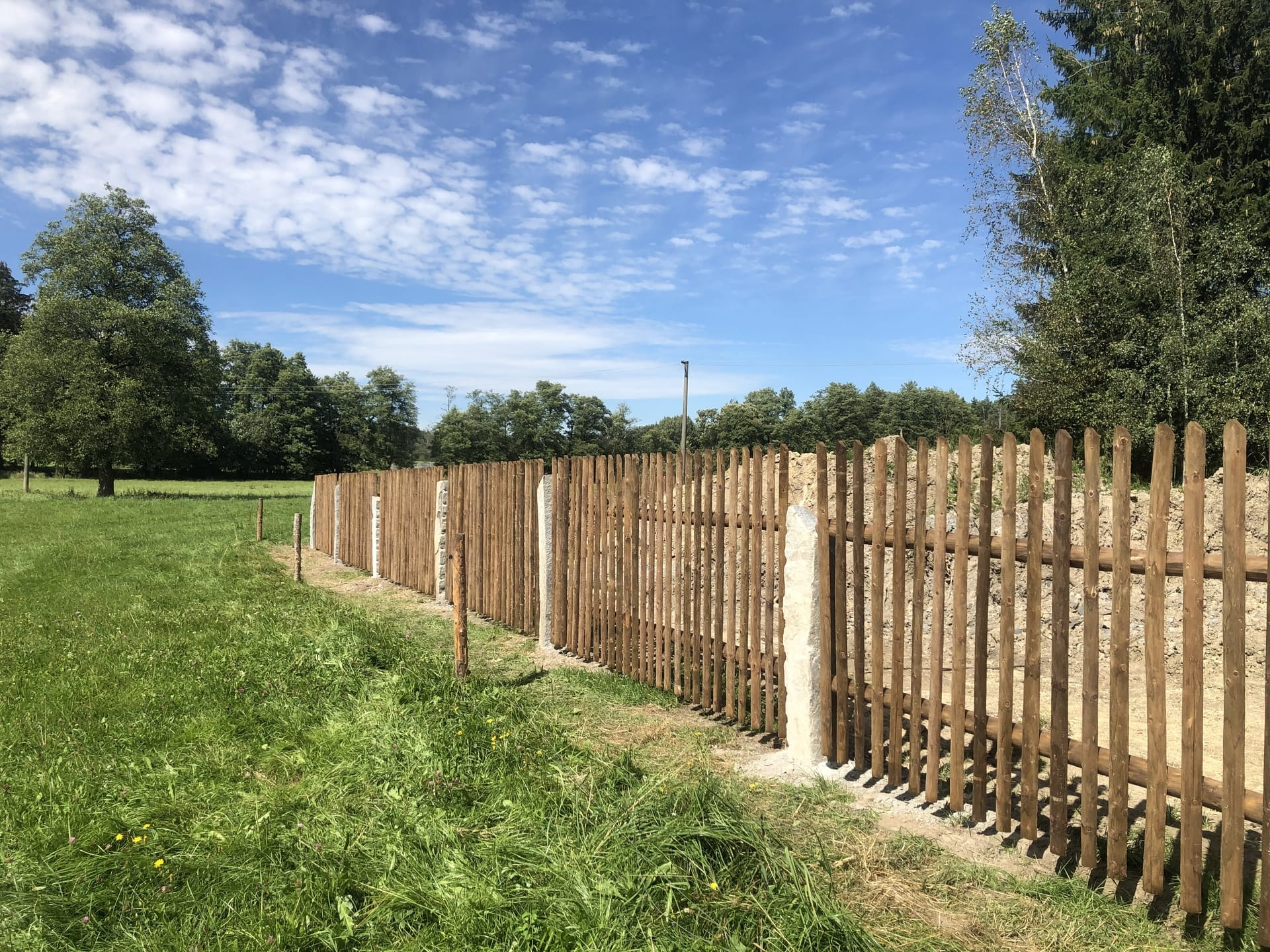 Obrázek 1 / Dřevěné ploty - strojně loupané   - realizace Rváčov 9-2020
