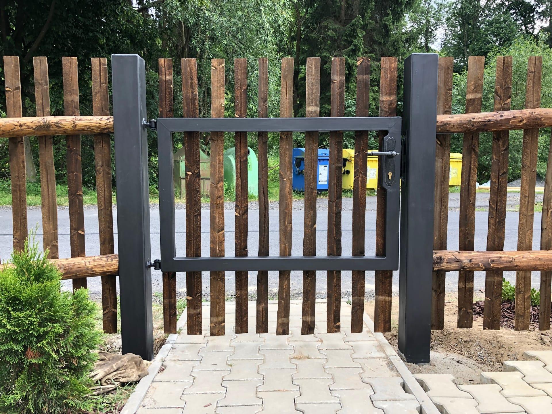 Obrázek 2 / Dřevěné ploty - strojně loupané   - realizace Karle 7-2019