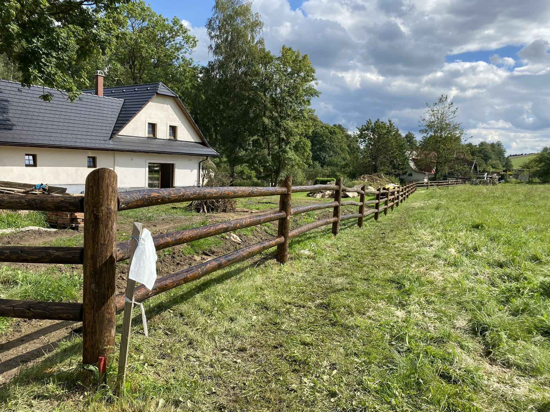 Obrázek 2 / Dřevěné ploty - strojně loupané   - realizace Telecí 9-2020