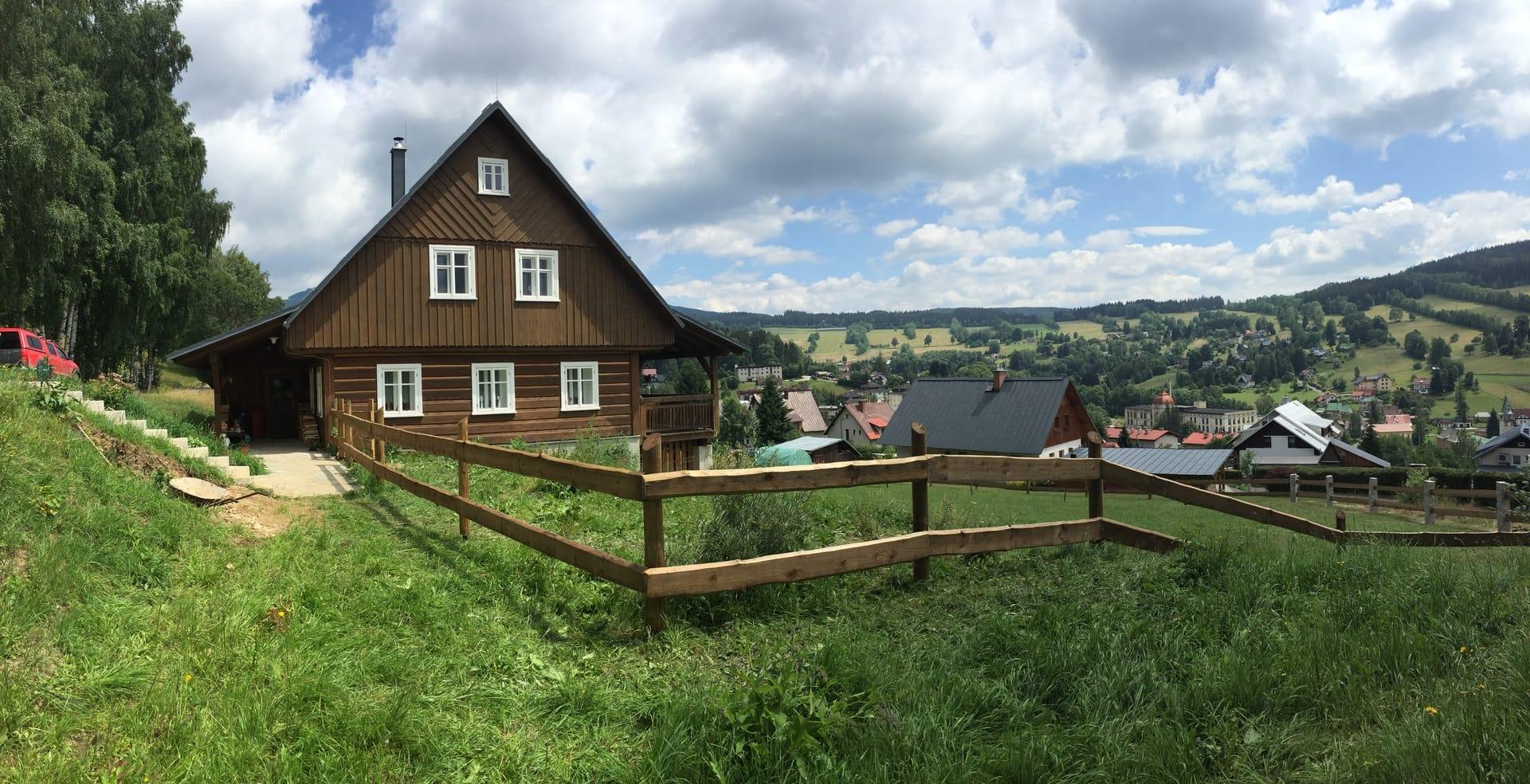 Obrázek 3 / Dřevěné ploty - ručně opracovaný   - realizace Rokytnice nad Jizerou 5-2019