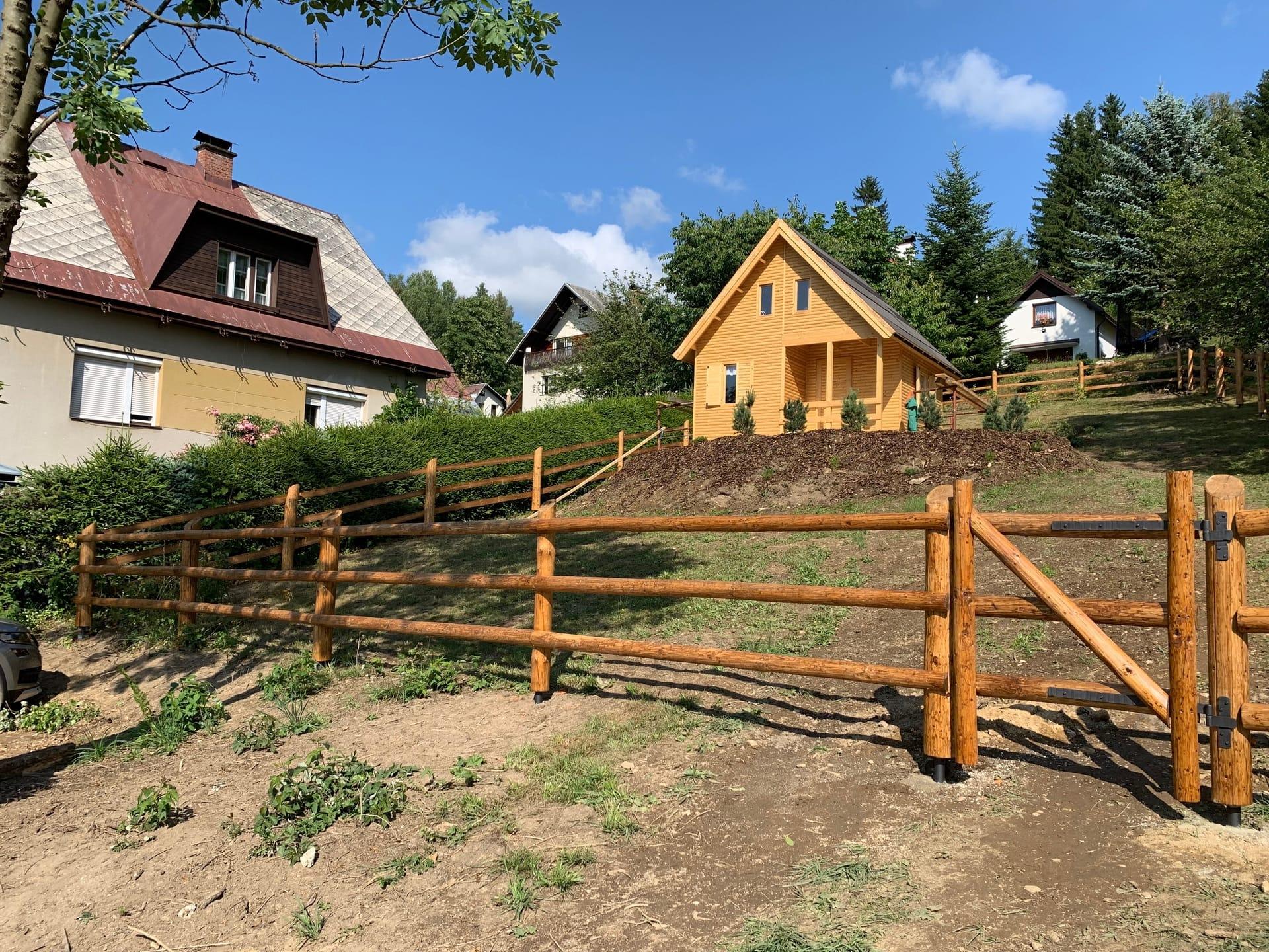 Obrázek 2 / Dřevěné ploty - ručně opracovaný   - realizace Rokytnice nad Jizerou 7-2019