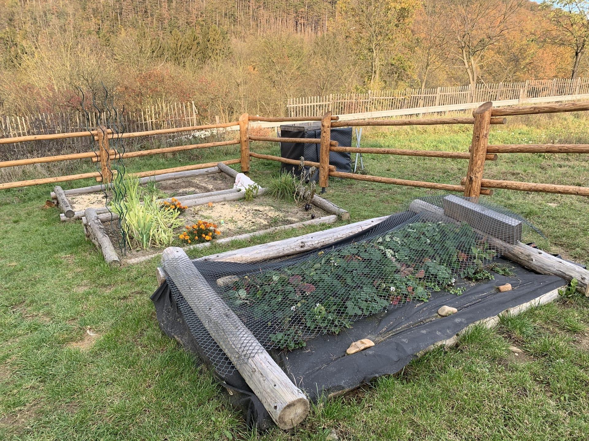 Obrázek 1 / Dřevěné ploty - ručně opracovaný   - realizace Chodouň 10-2019