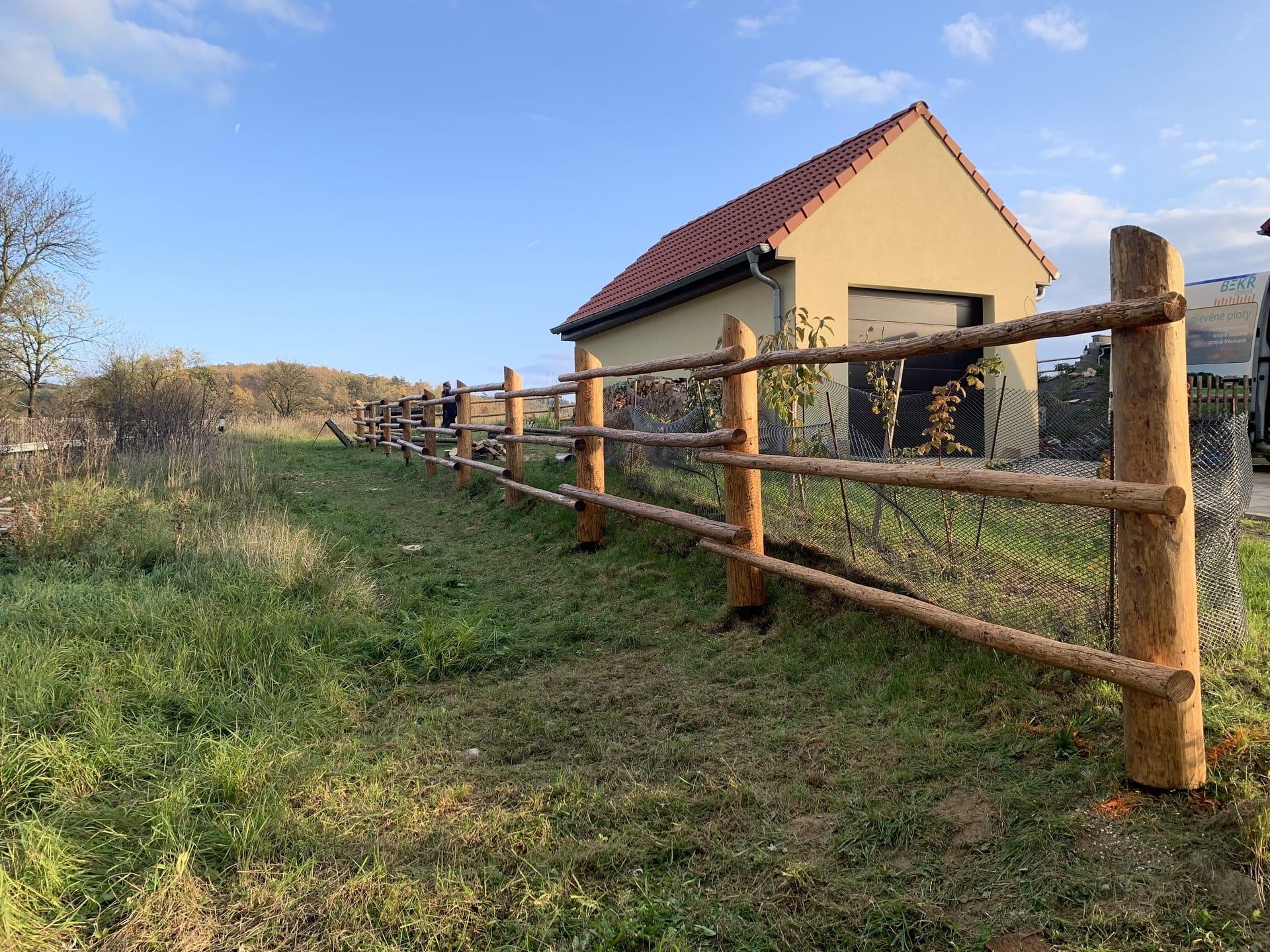 Obrázek 2 / Dřevěné ploty - ručně opracovaný   - realizace Chodouň 10-2019