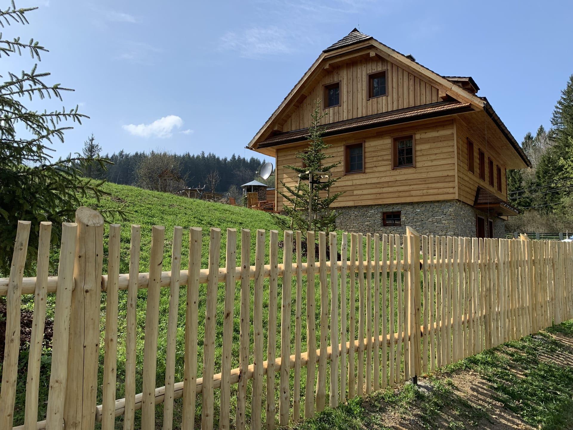 Obrázek 2 / Dřevěné ploty - ručně opracovaný   - realizace Mosty uJablunkova 4-2019