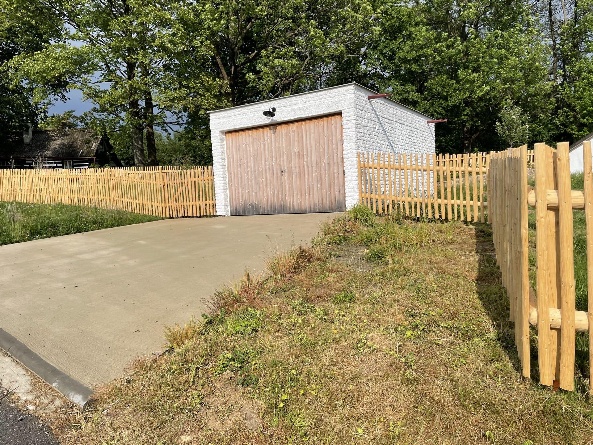 Obrázek 5 / Dřevěné ploty - ručně opracovaný   - realizace Borová uPoličky 5-2021