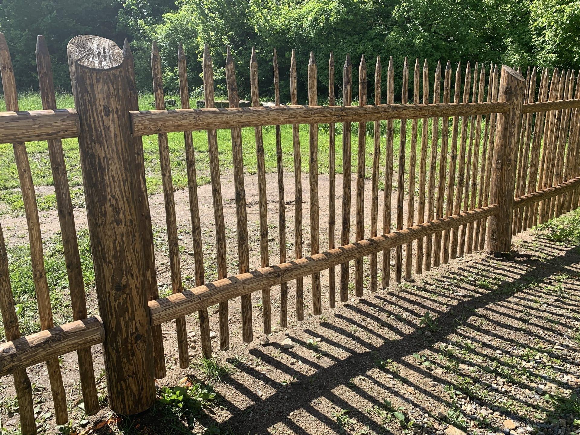 Obrázek 3 / Dřevěné ploty - ručně opracovaný   - realizace Budislav 6-2020