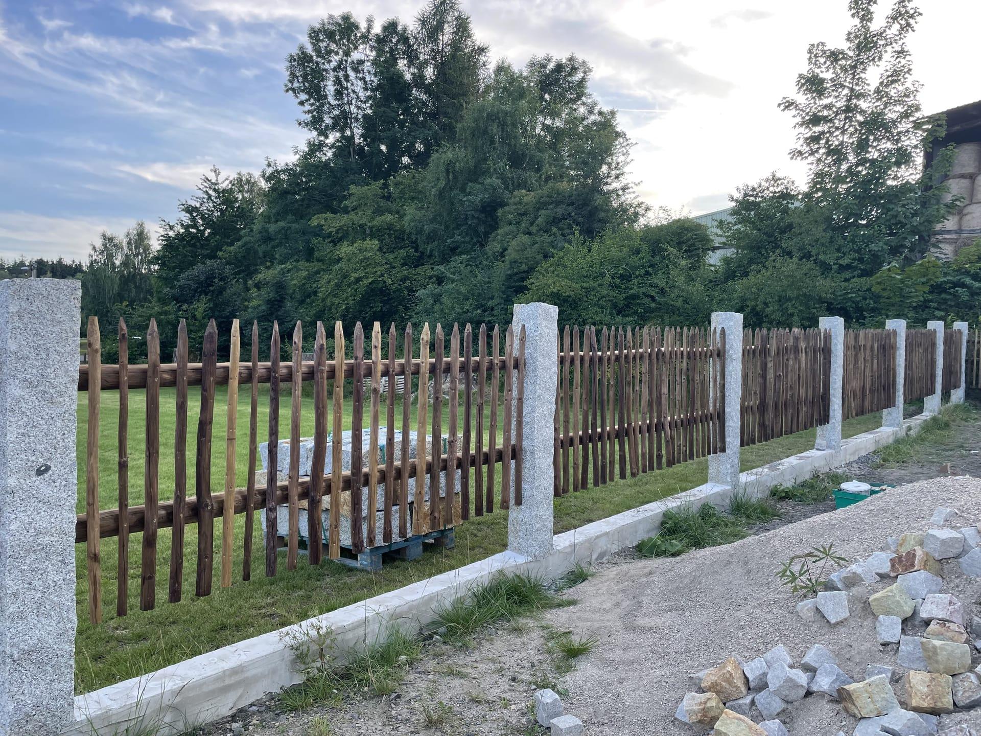 Obrázek 1 / Dřevěné ploty - ručně opracovaný   - realizace Pěnčín 8-2021