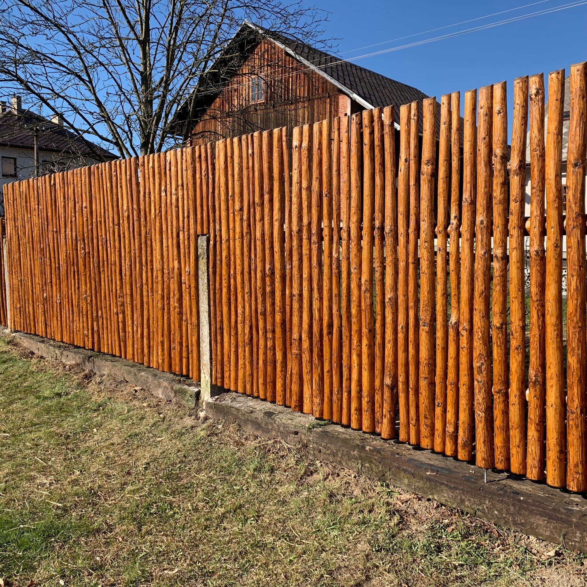 Obrázek 1 / Dřevěné ploty - ručně opracovaný   - realizace Letohrad 7-2019 část 2