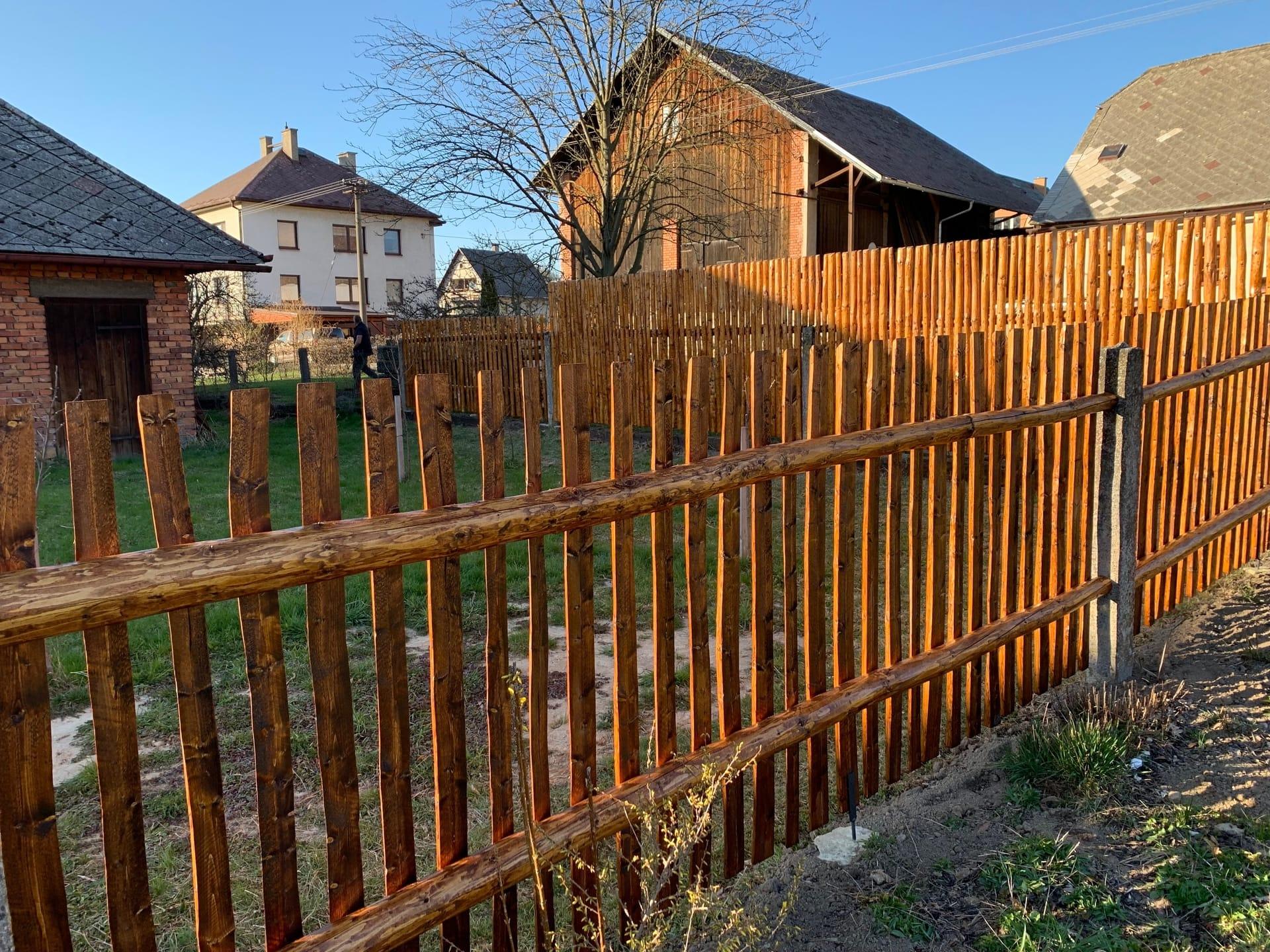 Obrázek 2 / Dřevěné ploty - ručně opracovaný   - realizace Letohrad 7-2019 část 2