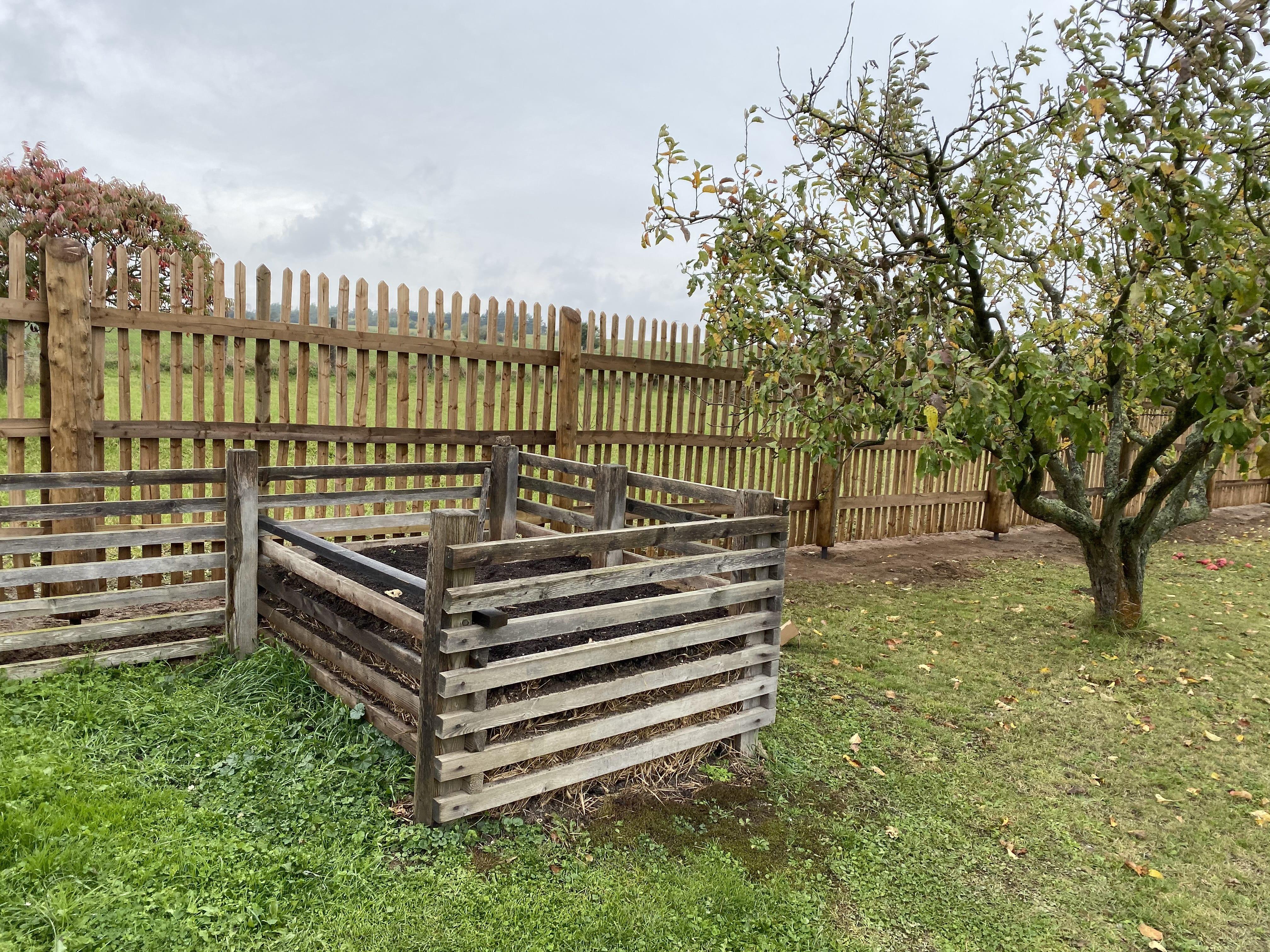 Obrázek 1 / Dřevěné ploty - ručně opracovaný   - realizace Senec 10-2019