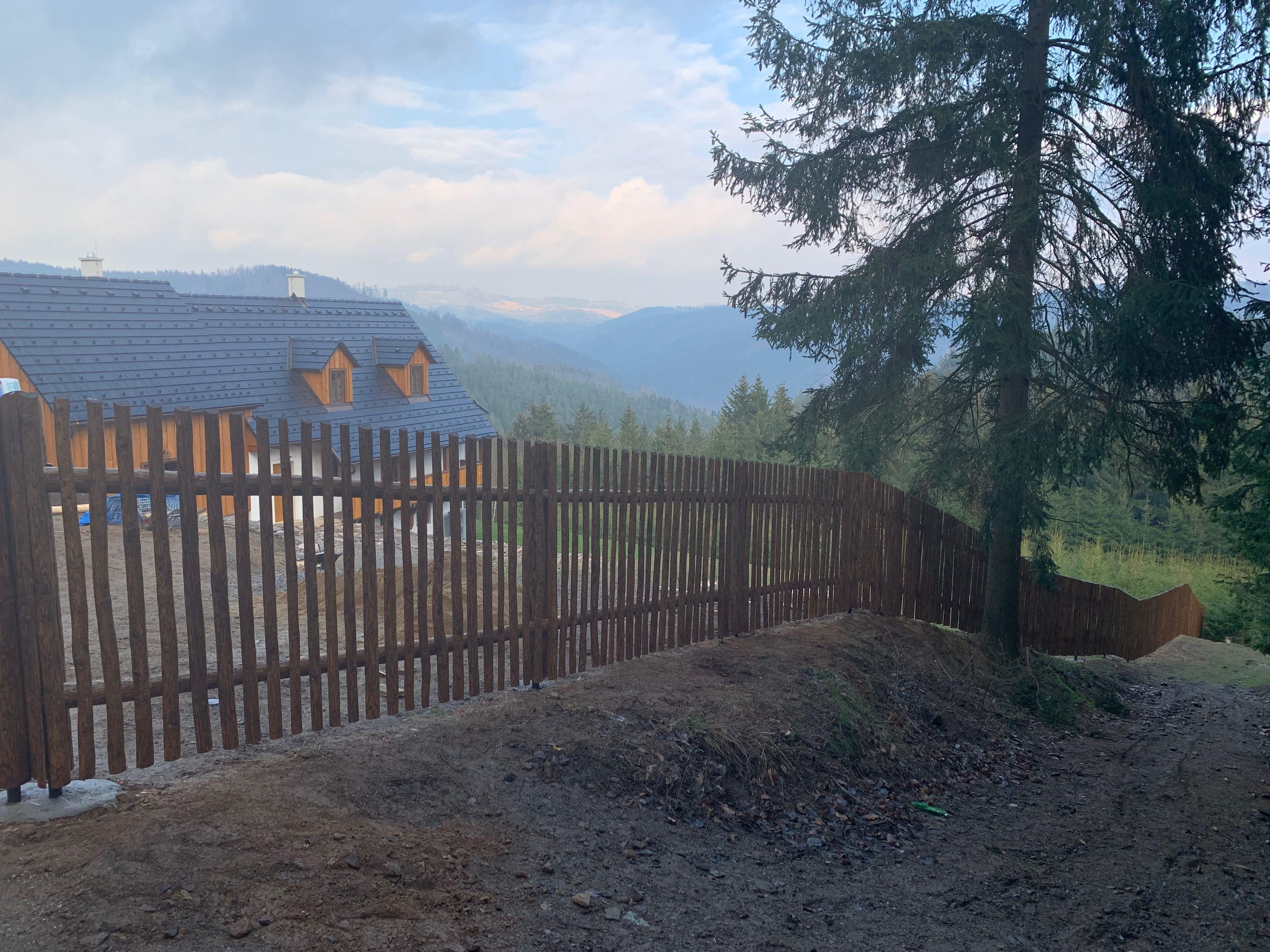 Obrázek 2 / Dřevěné ploty - ručně opracovaný   - realizace Kobylnice 4-2019