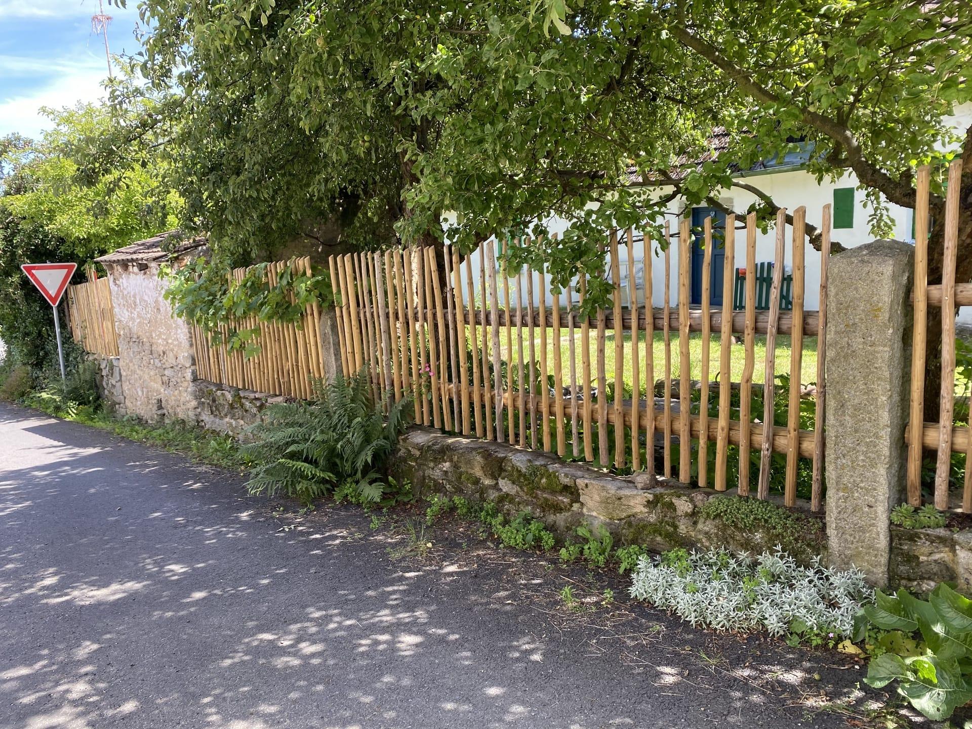Obrázek 2 / Dřevěné ploty - ručně opracovaný   - realizace Lažánky 11-2019